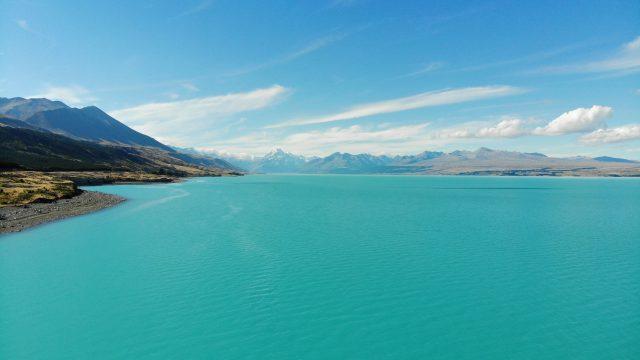 プカキ湖のドローン映像