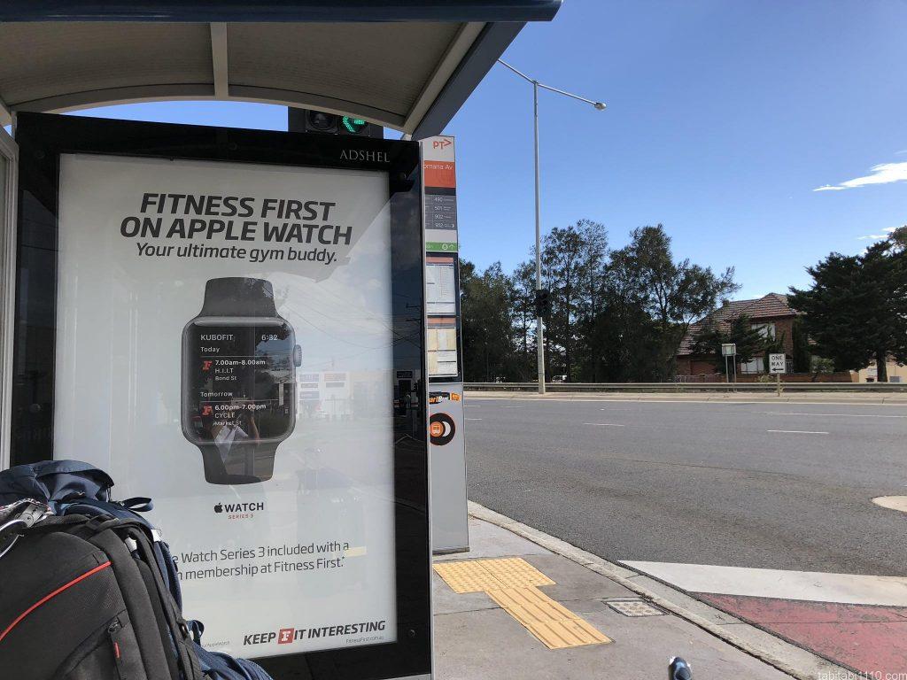 メルボルン国際空港へ向かうバス停