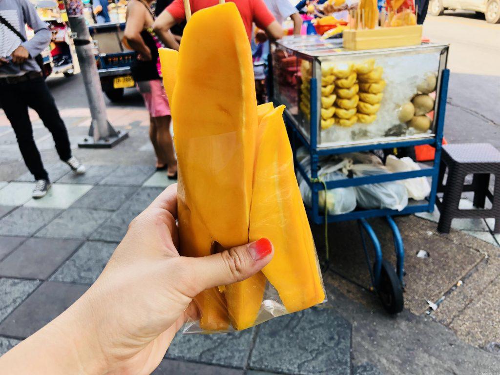 バンコクのおやつはマンゴー