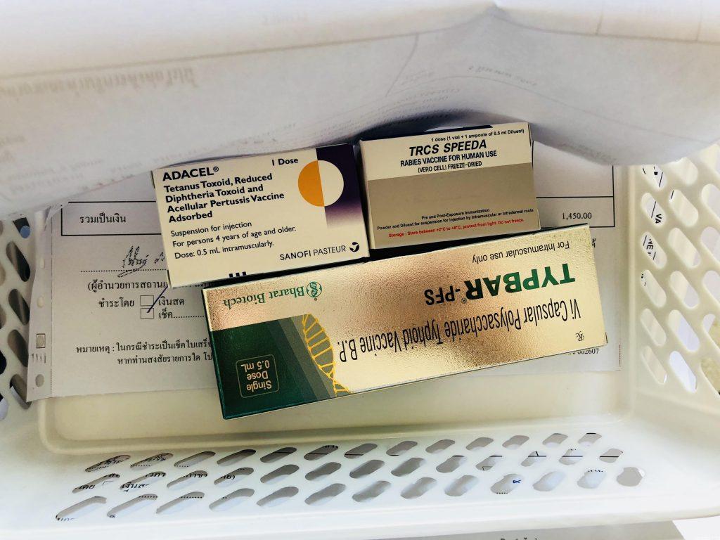 バンコクのスネークファームで予防接種