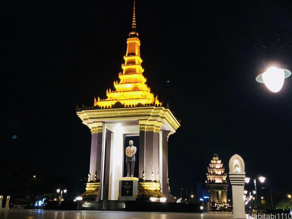 プノンペン|独立記念塔