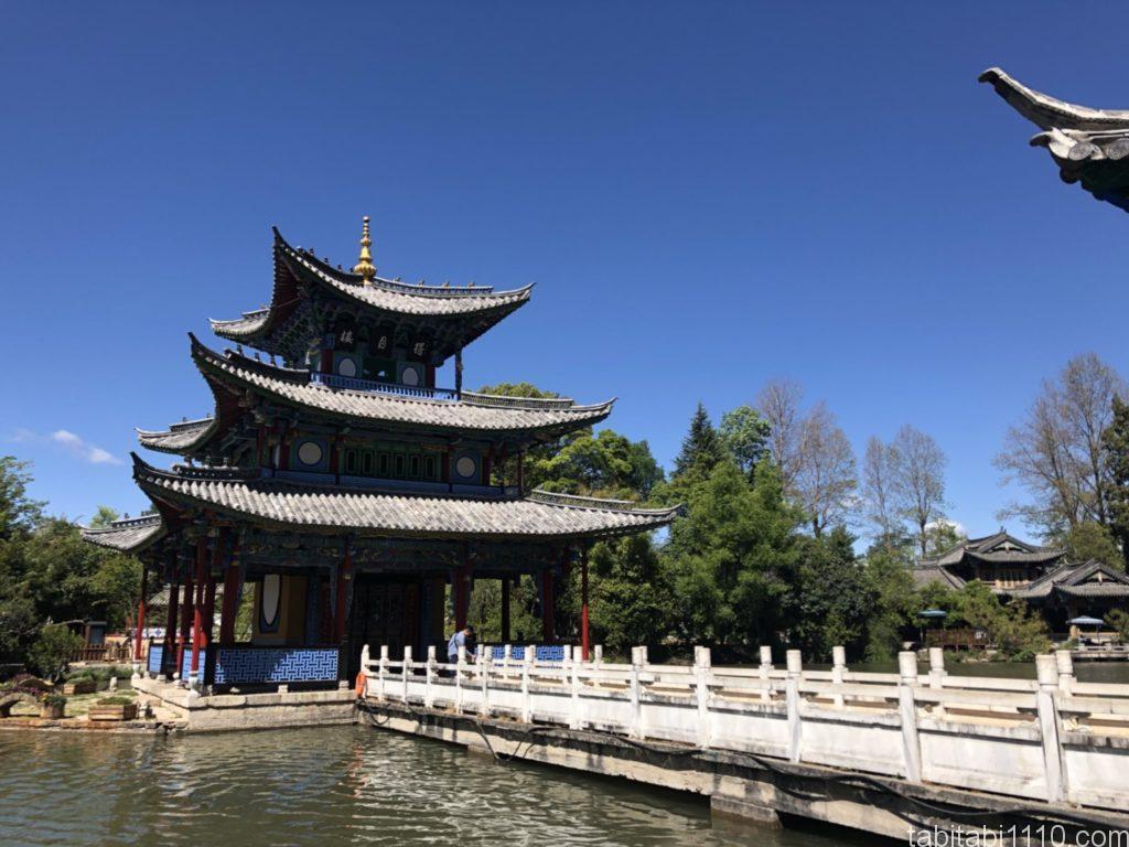 麗江観光|黒龍譚に中にある城