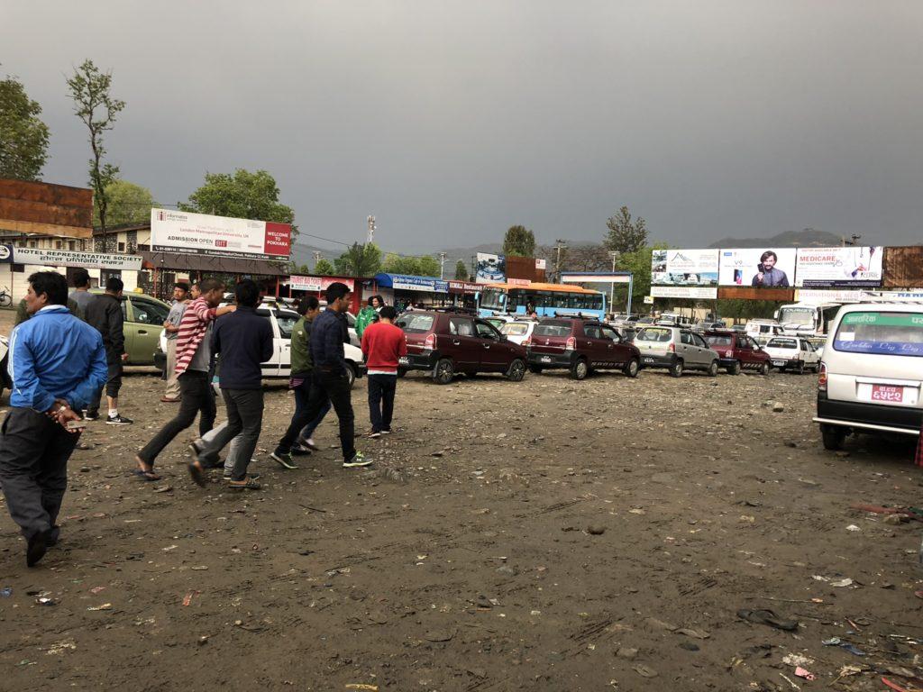 カトマンズからポカラへバス移動|ポカラのバスターミナル