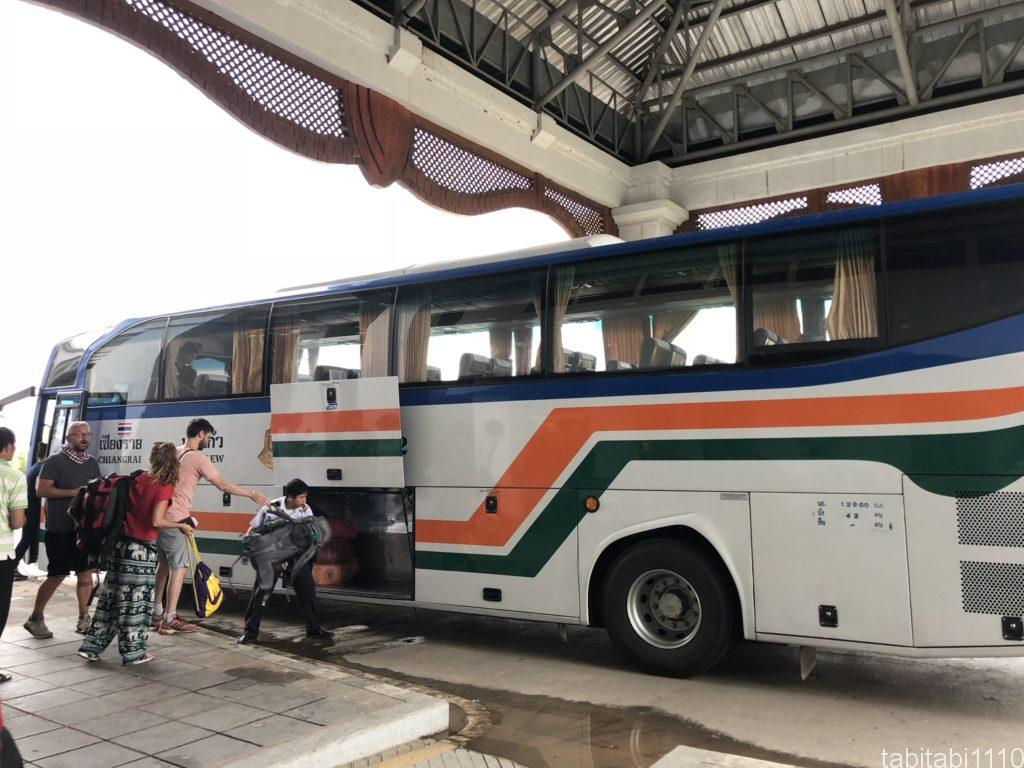 タイ国境からラオス国境へのバス
