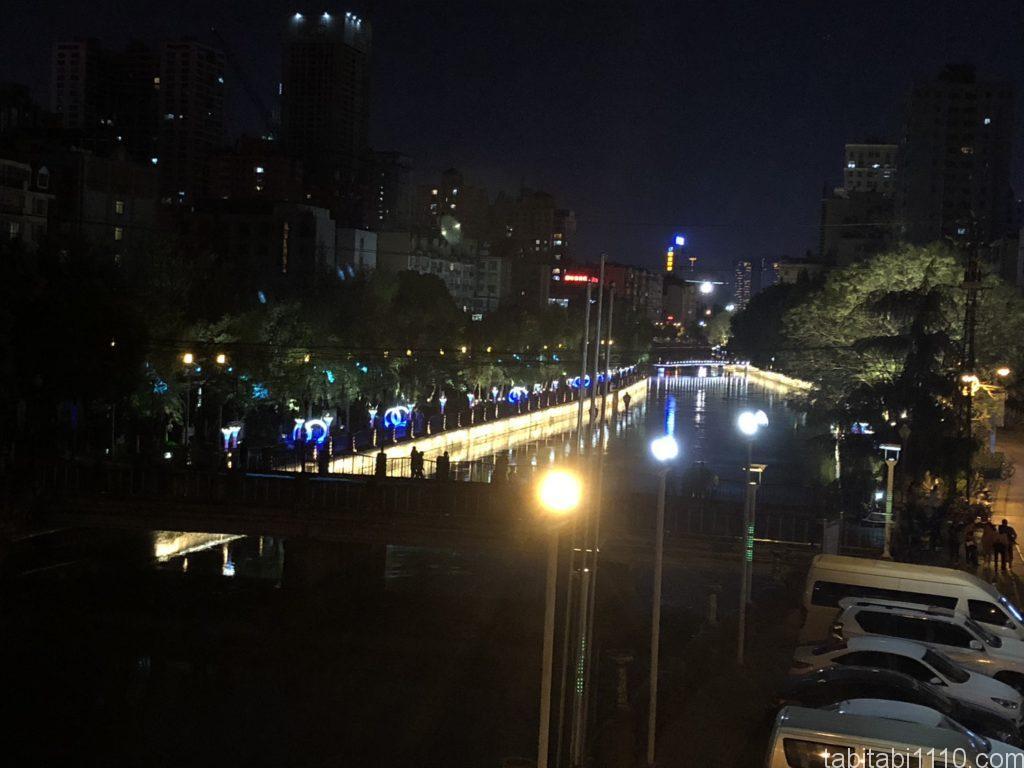 昆明から麗江へ鉄道移動|穿心鼓楼駅前