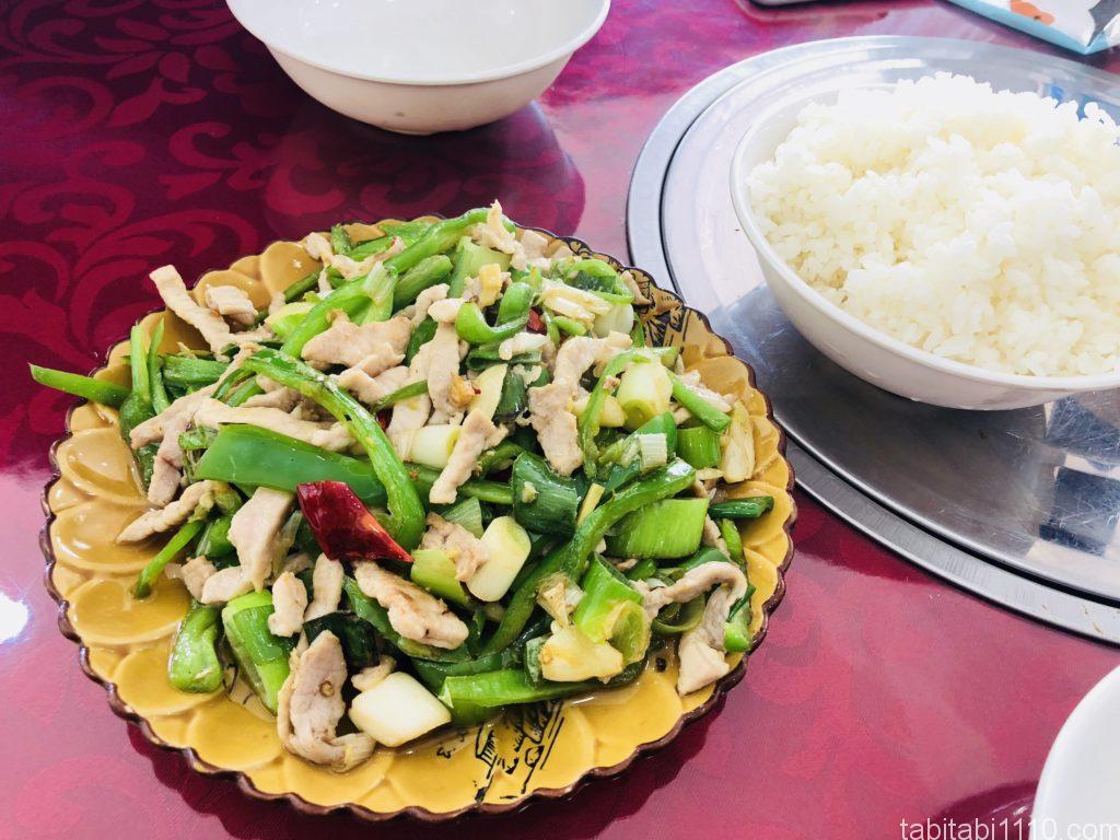 麗江 グルメ 中華 青椒肉絲