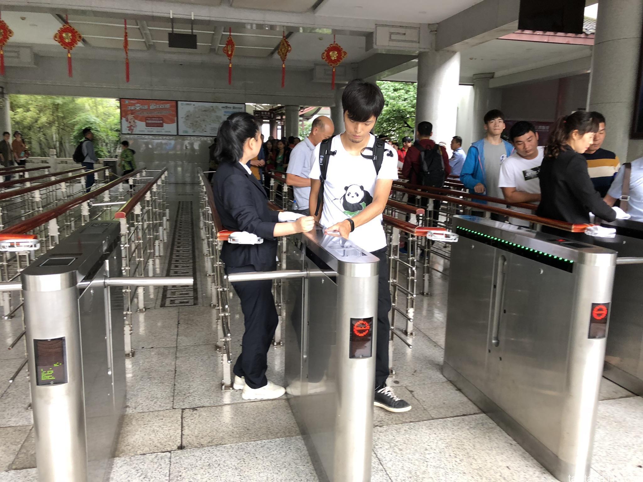 武陵源観光|入場ゲートで指紋登録