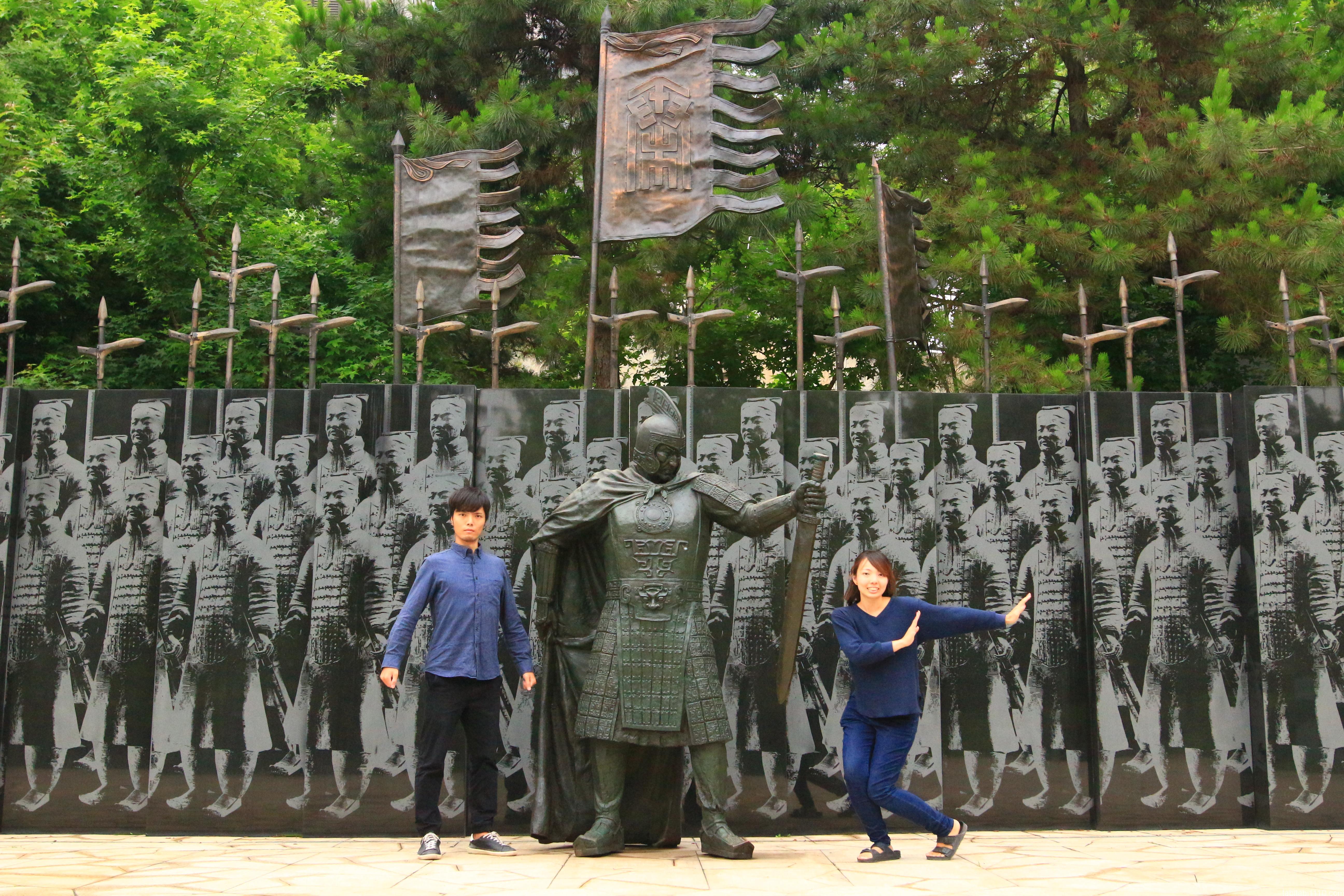 キングダムの聖地|秦二世陵遺跡公園で記念撮影