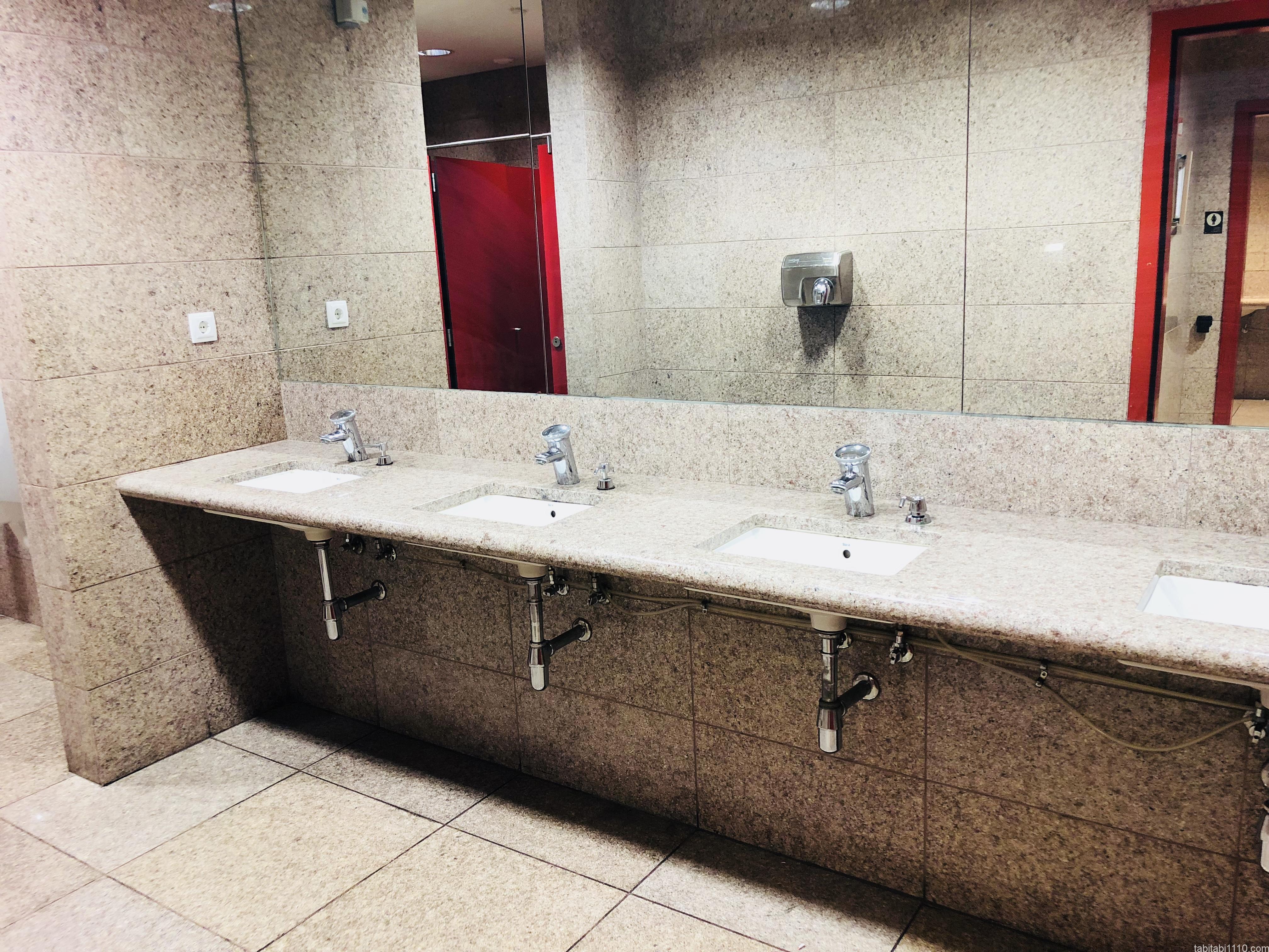 バルセロナ空港のトイレ