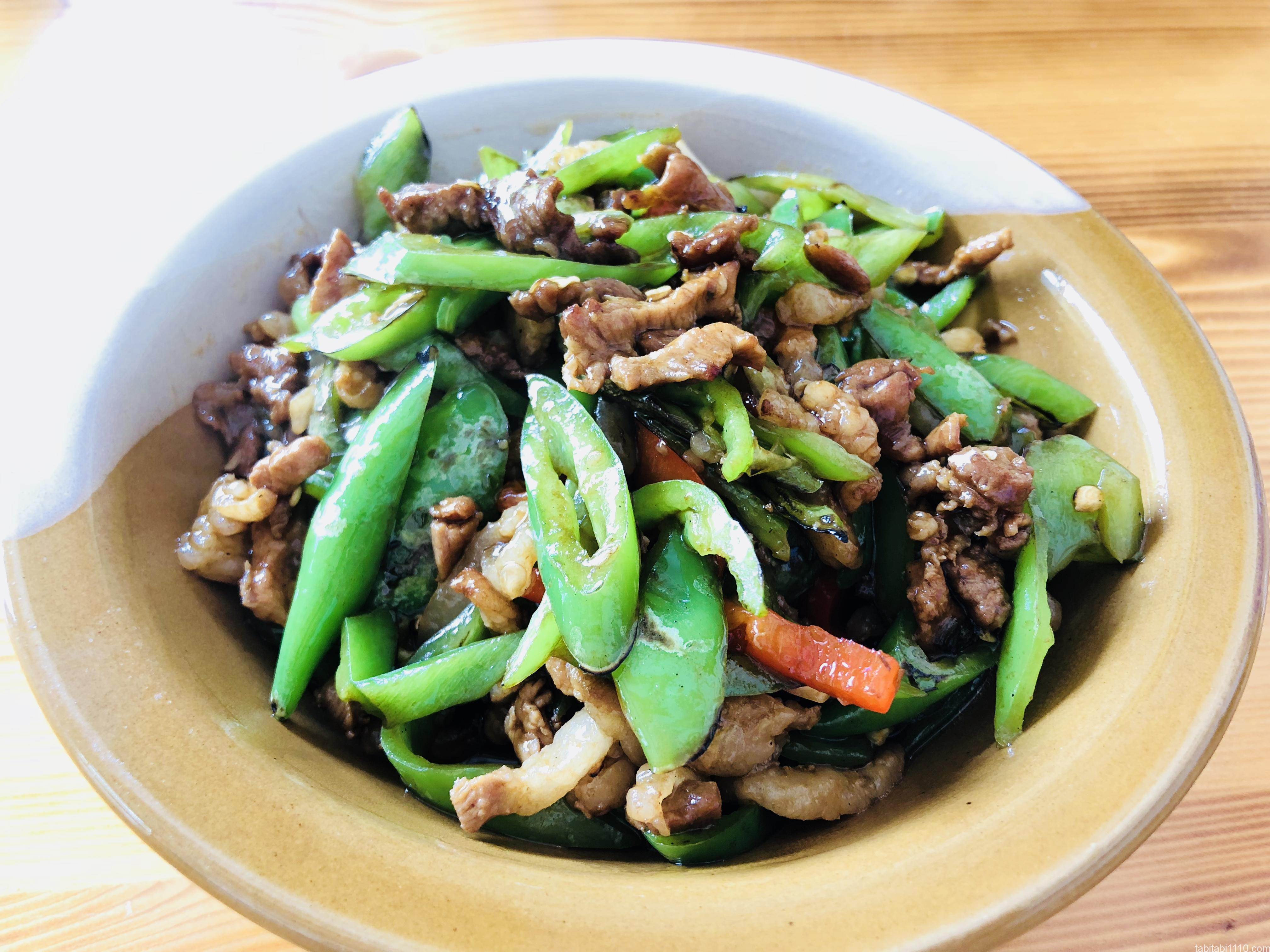 武陵源の食事|おすすめ中華料理店『牛灰汁』の青椒肉絲