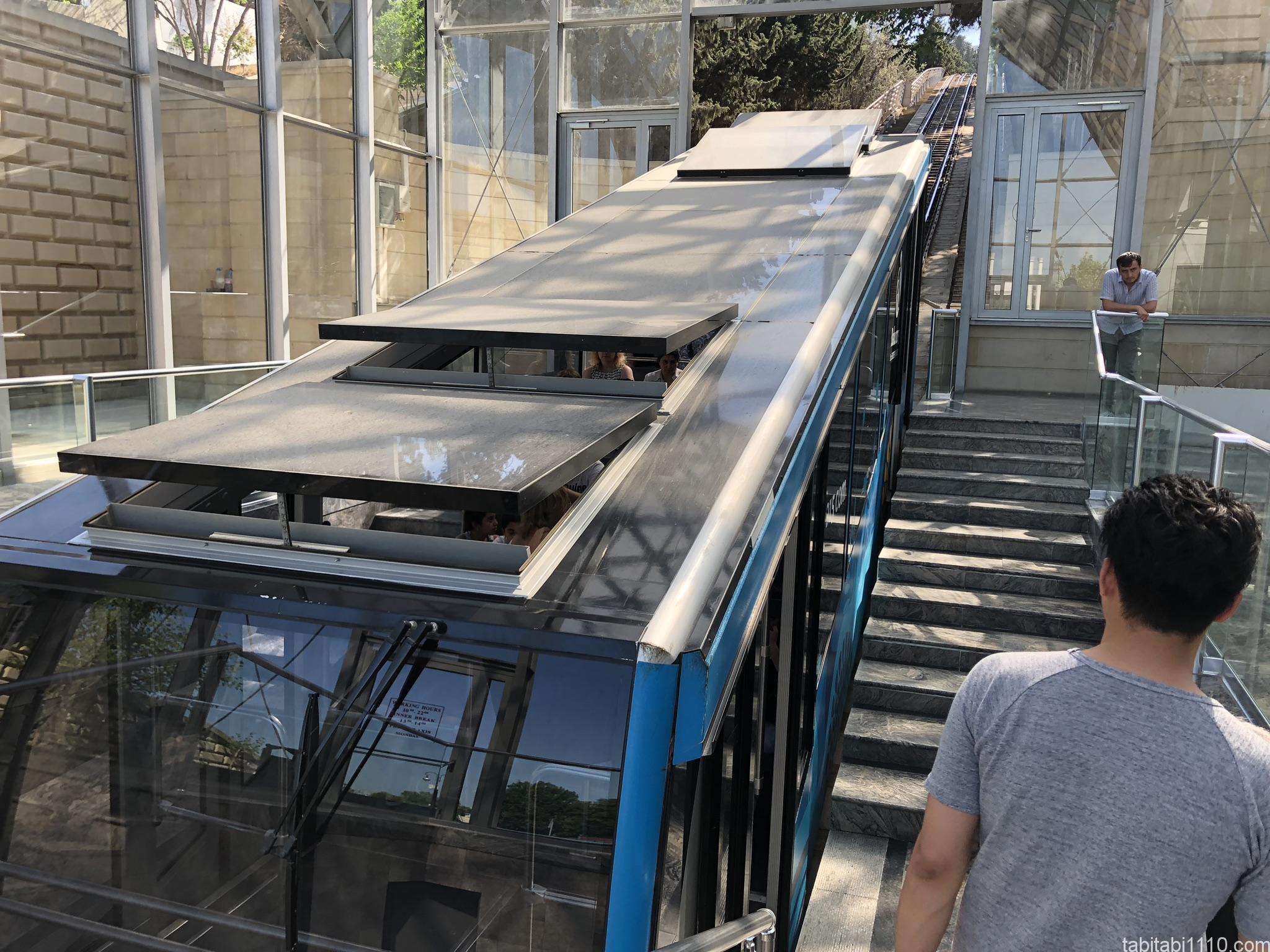 バクー観光|新市街のケーブルカー