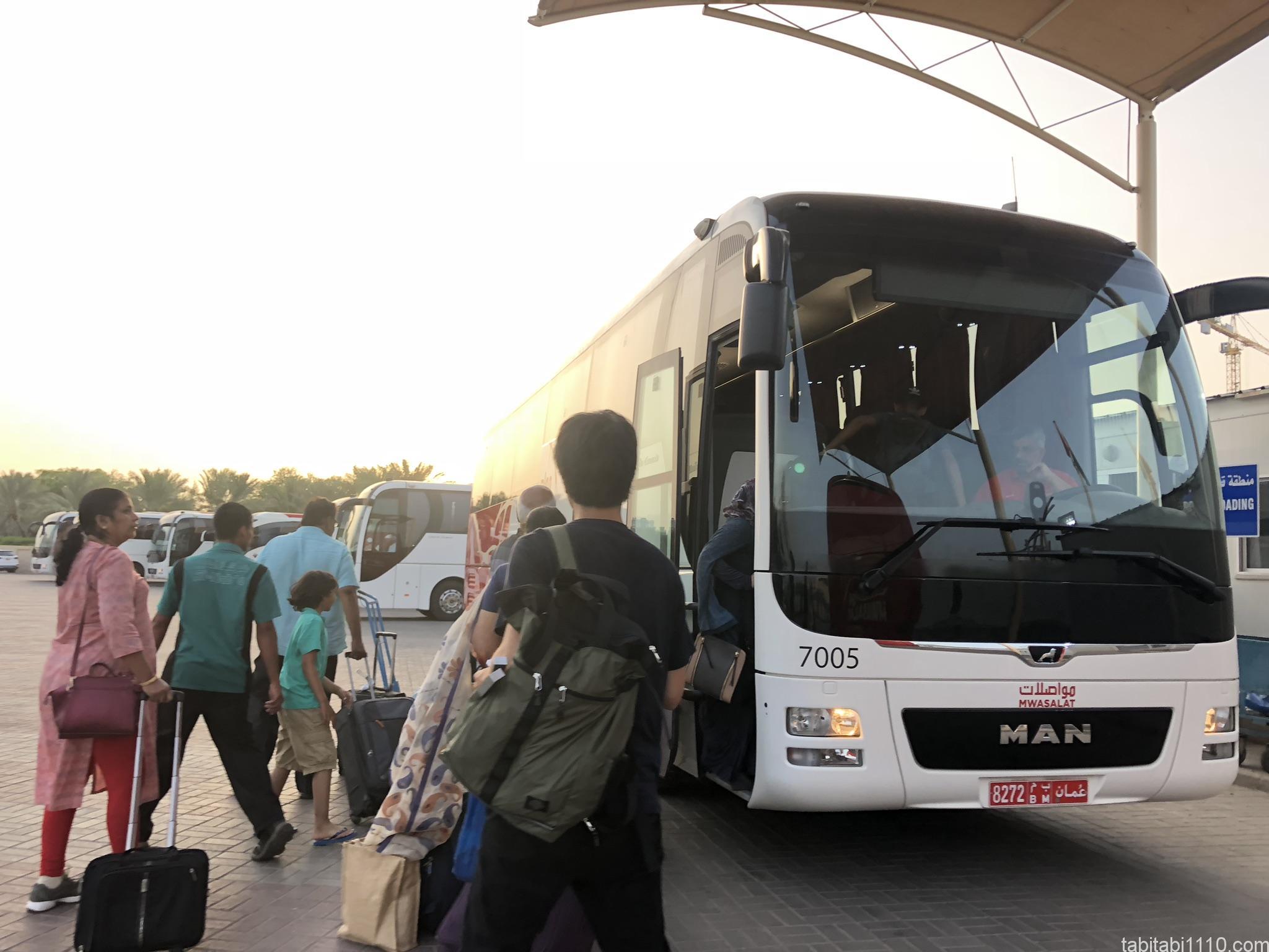 マスカットからドバイへのバス移動