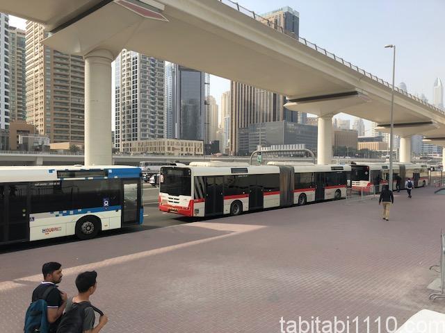 ドバイ 世界一豪華なスタバへのシャトルバス