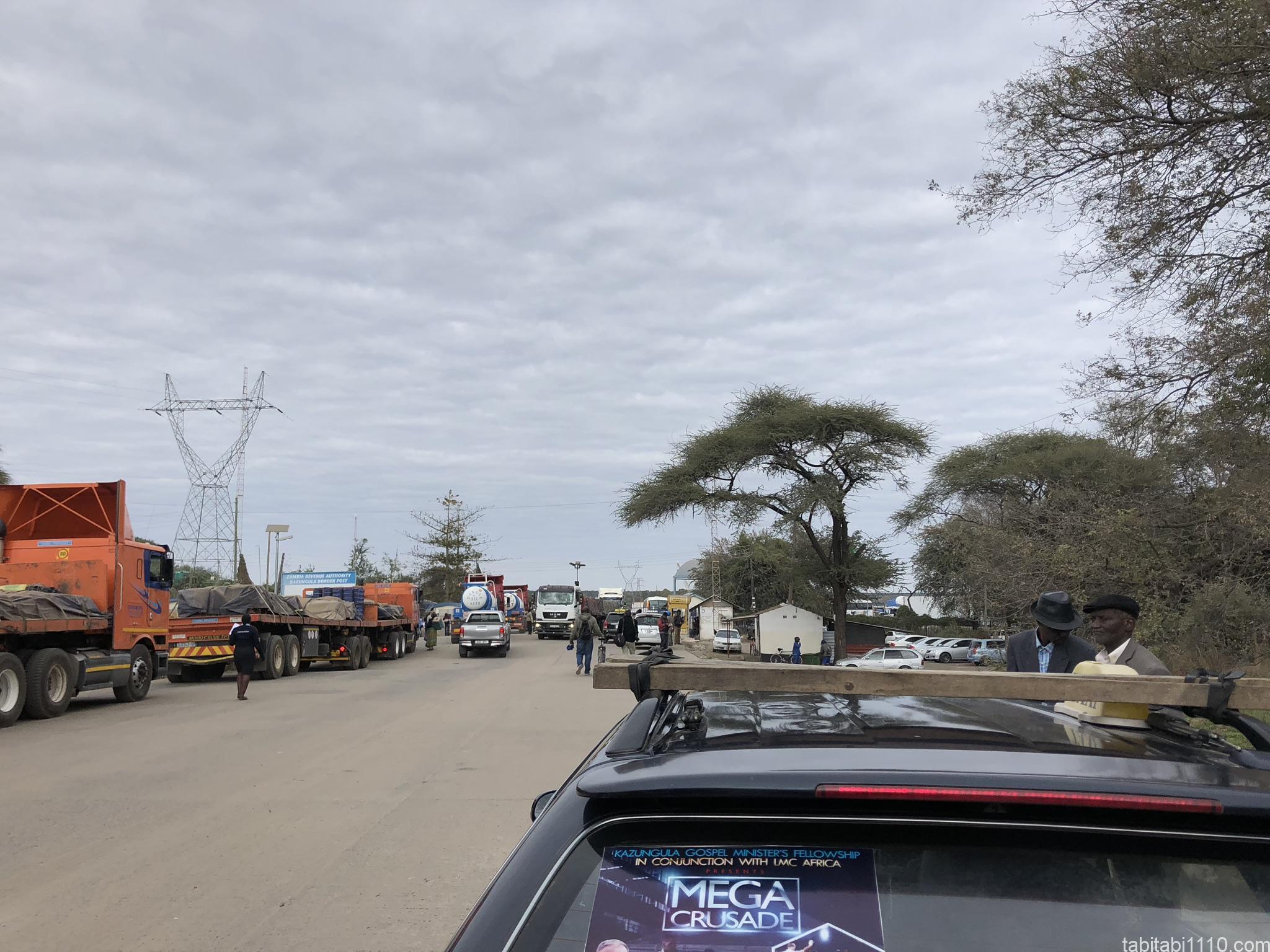 ザンビア側国境のカズングラ