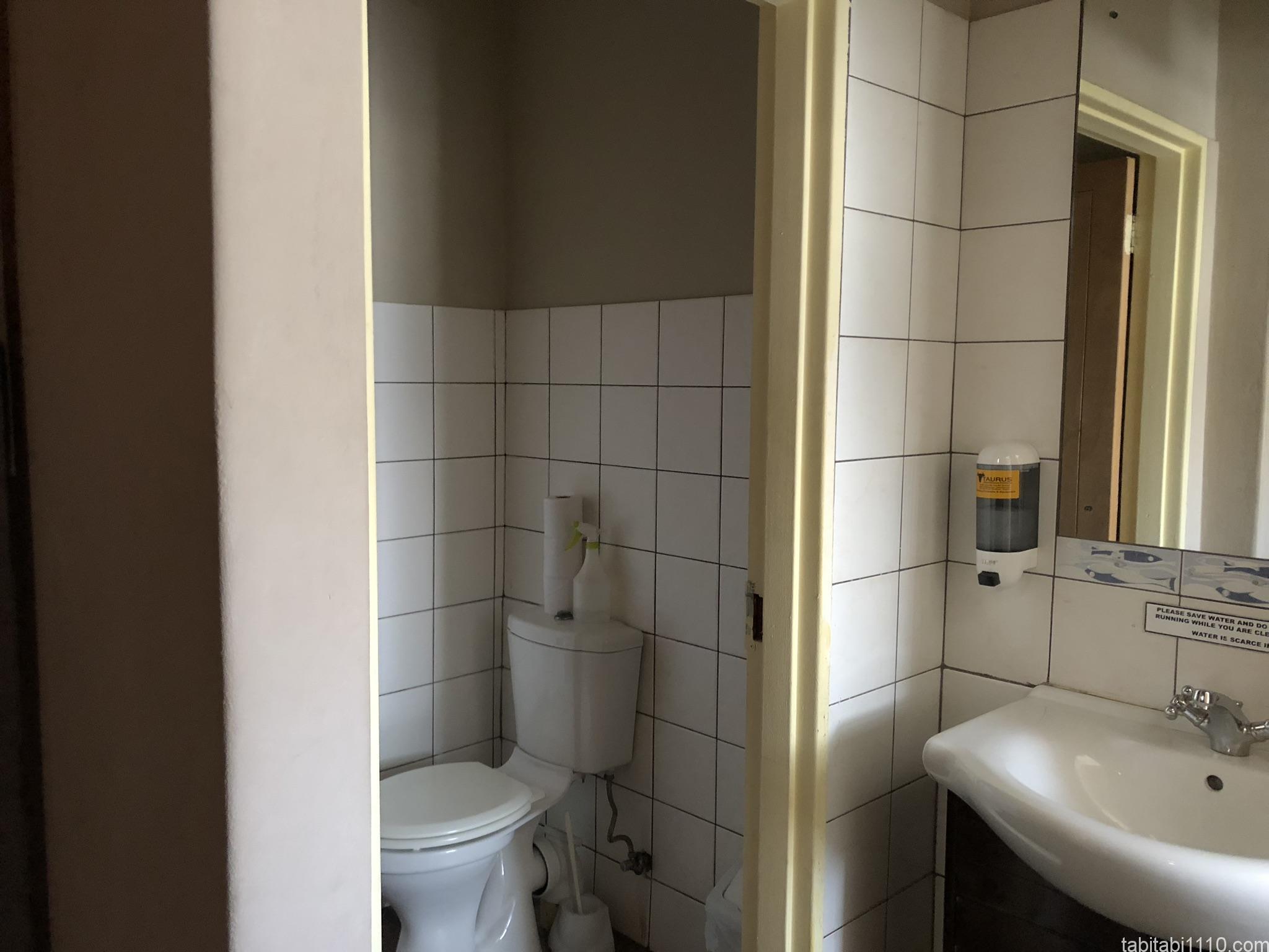 カメレオンバックパッカーズ|ドミトリーのシャワー