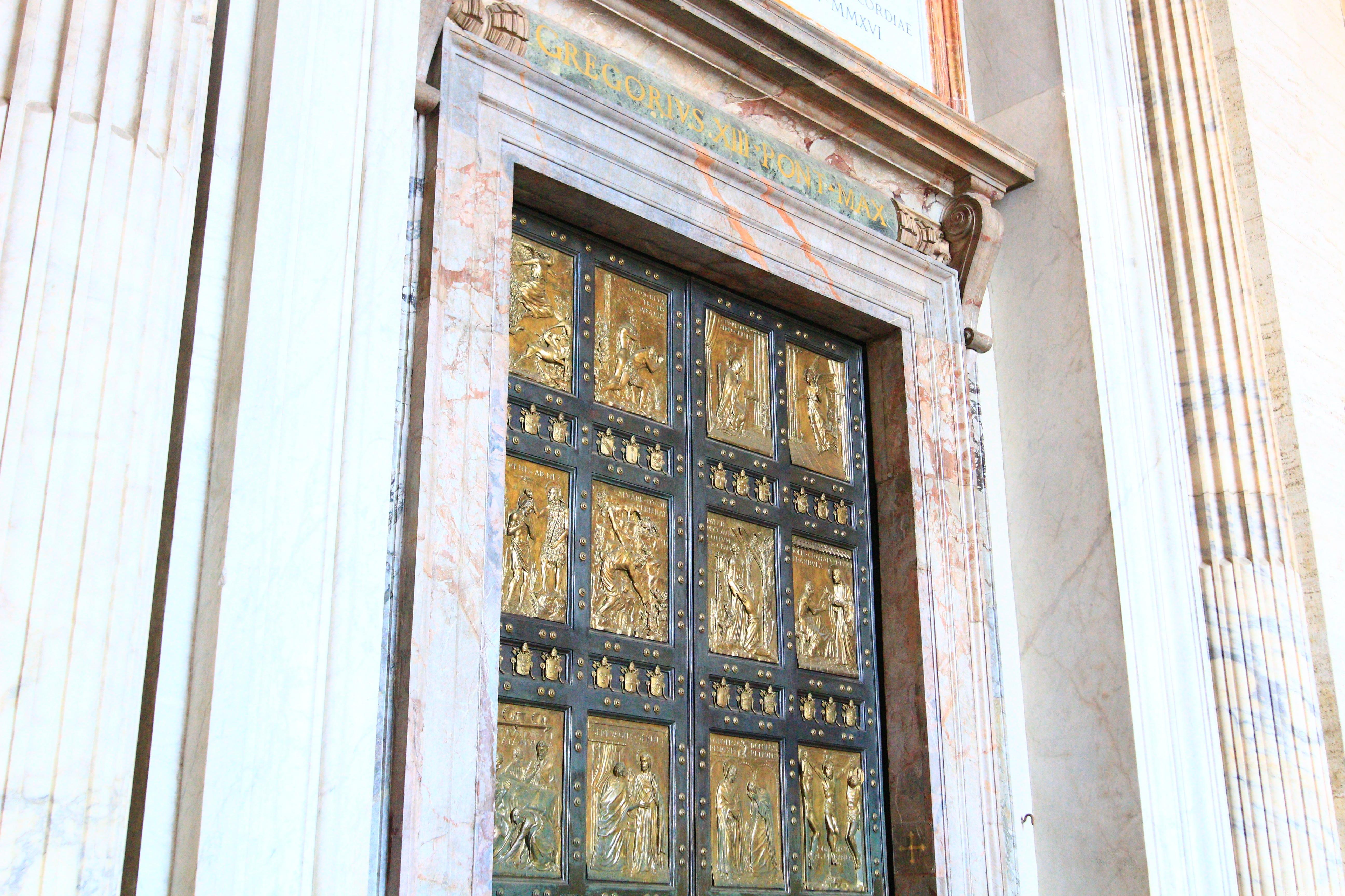 サン・ピエトロ大聖堂|聖なる扉
