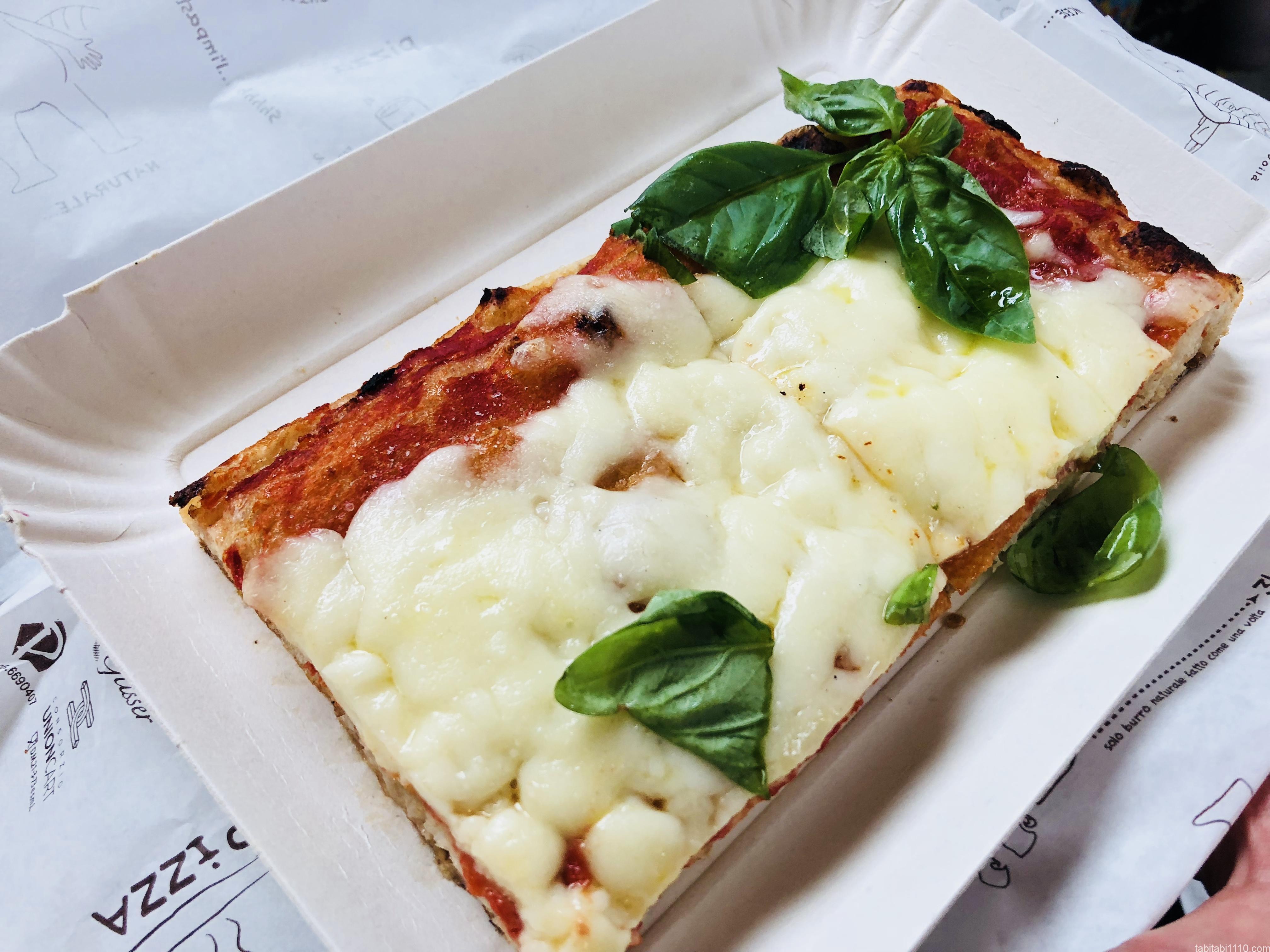 テルミニ駅のピザ