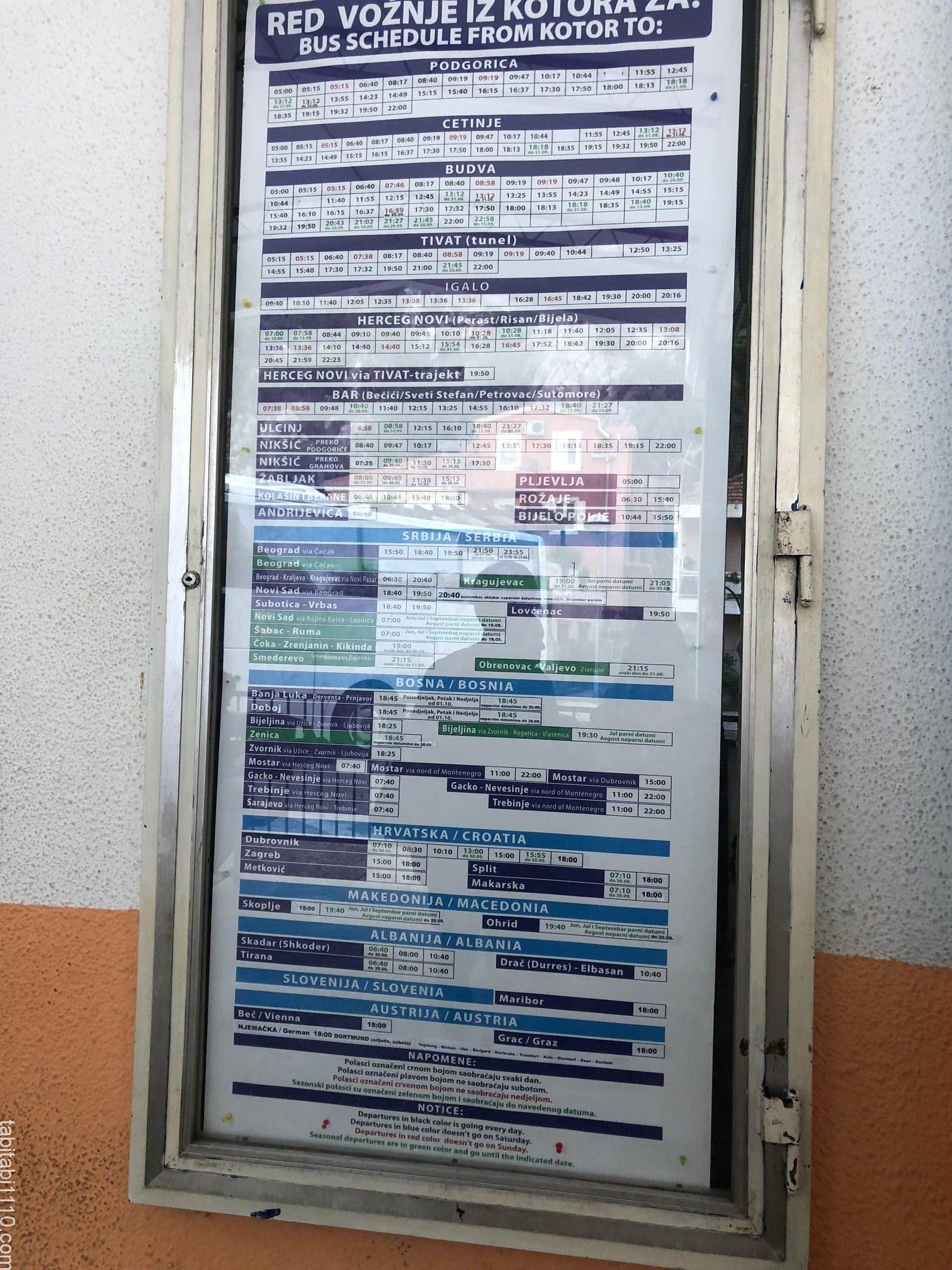 コトルのバスターミナルの時刻表