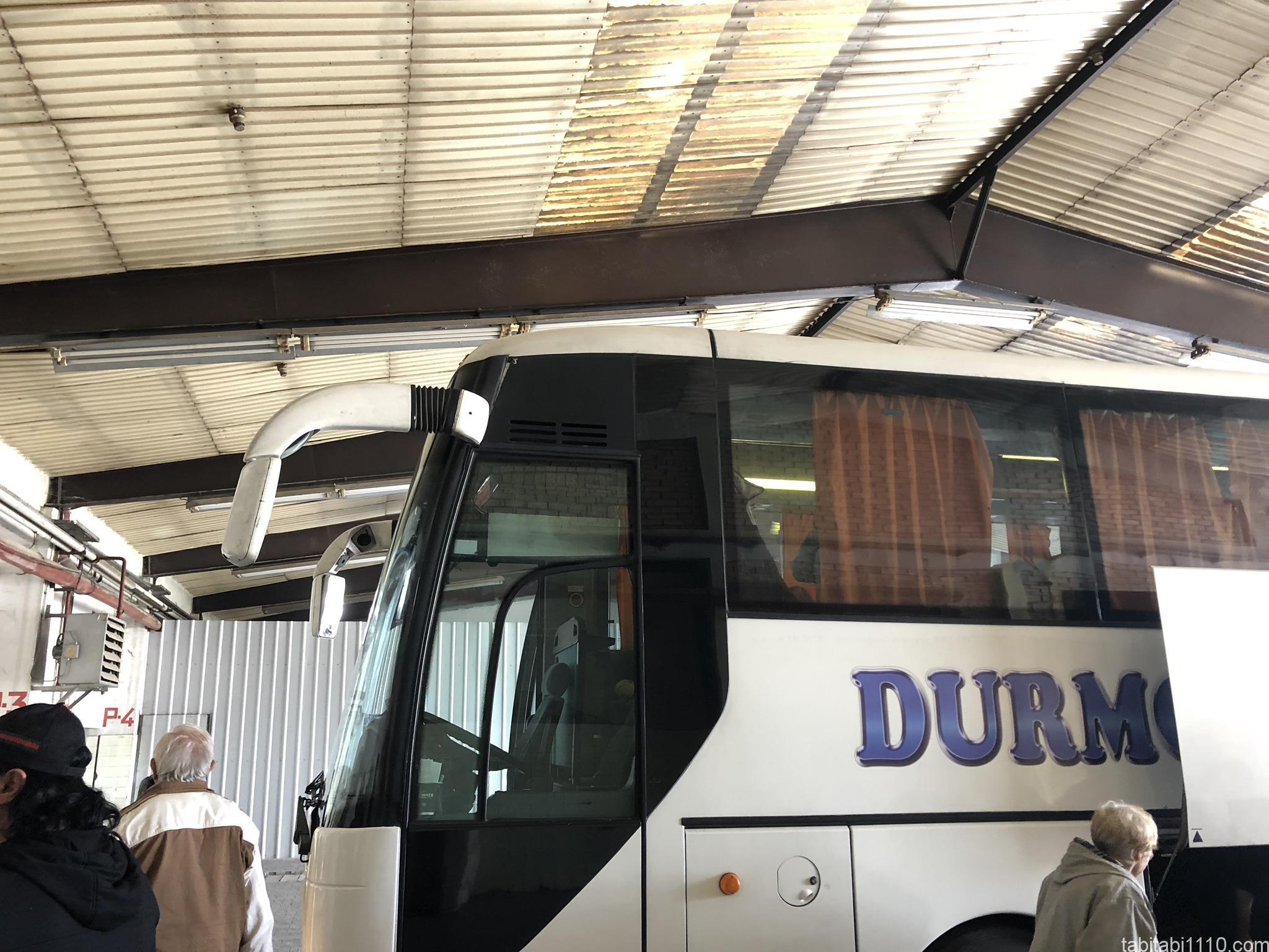 ストゥルーガからティラナ行きバス