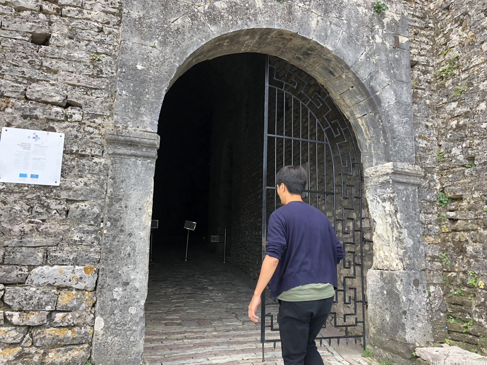 ジロカストラ城|入口