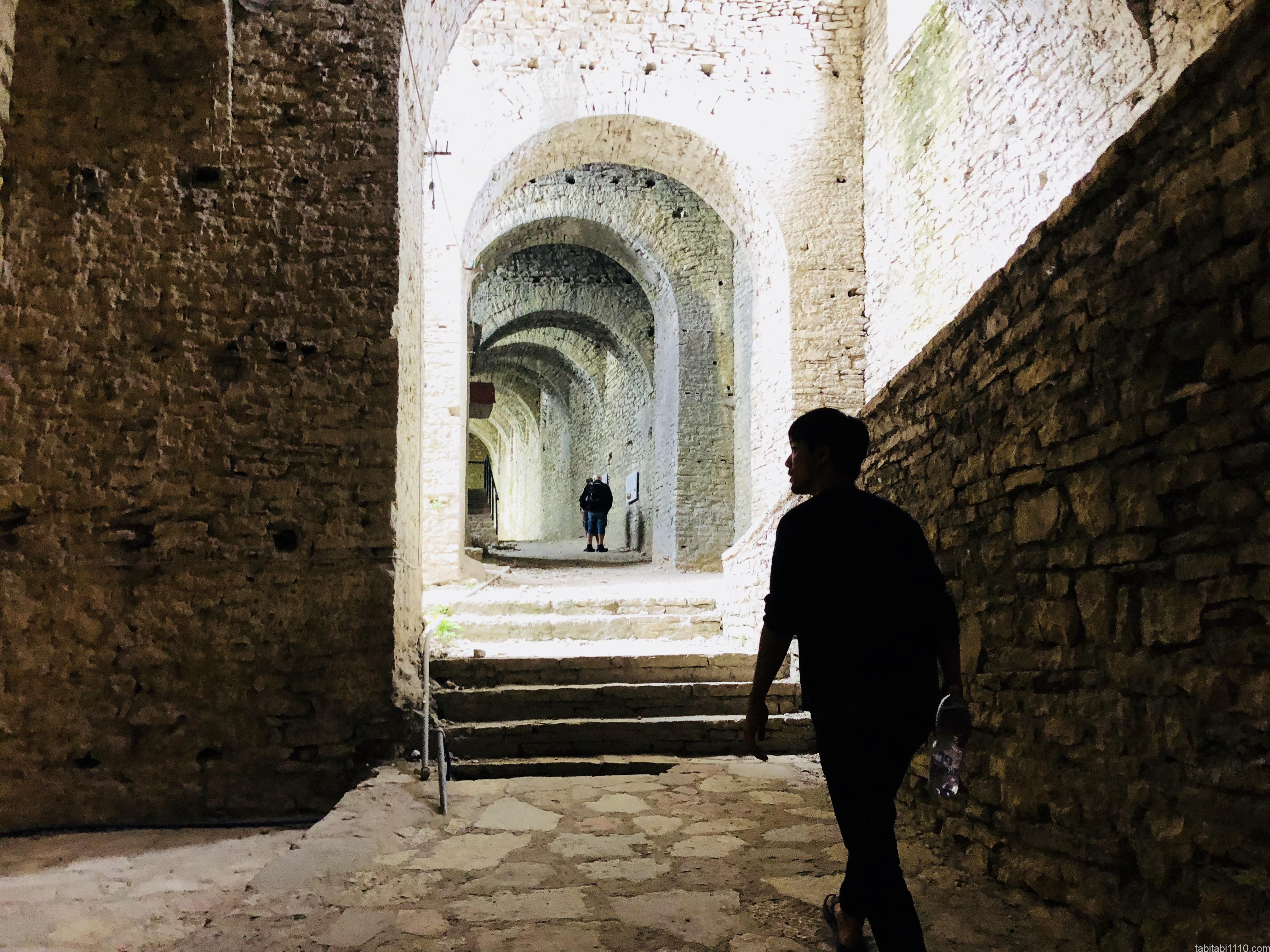 ジロカストラ城
