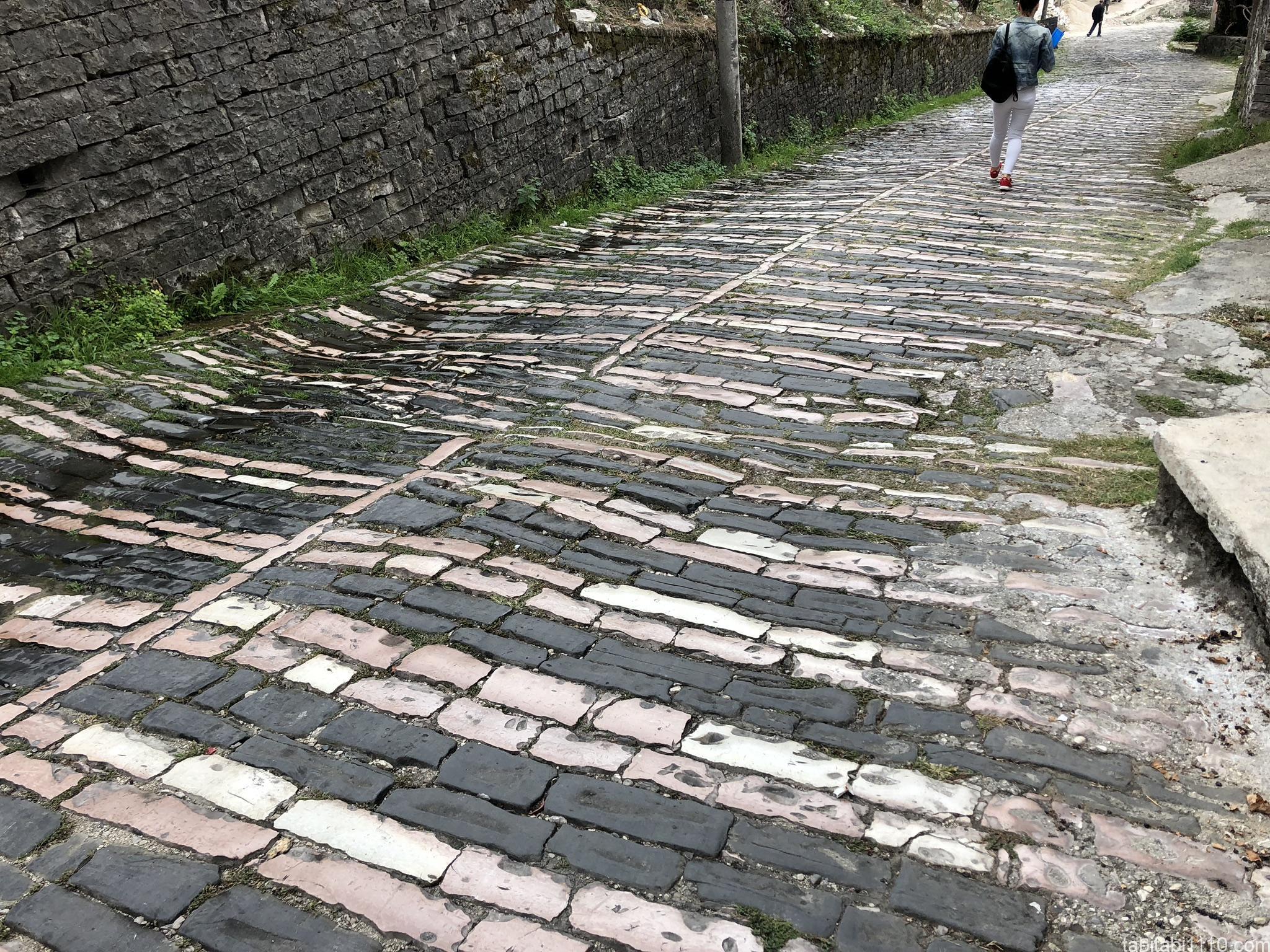ジロカストラ|石畳