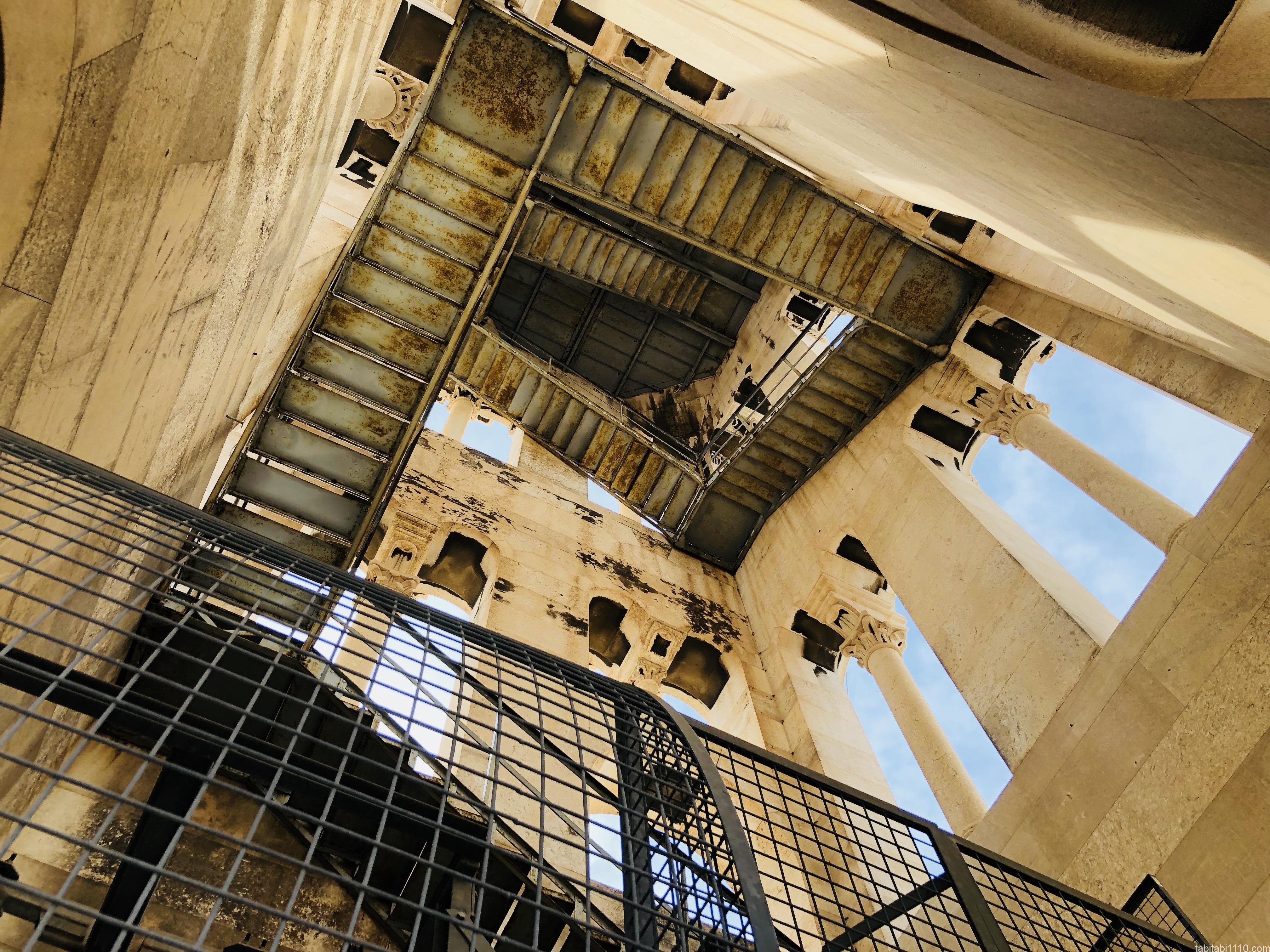 スプリット|鐘楼の階段