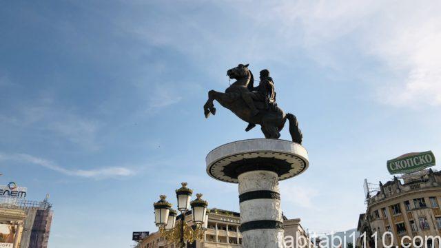 スコピエの銅像