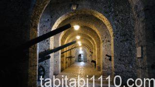 ジロカストラ城|大砲の展示