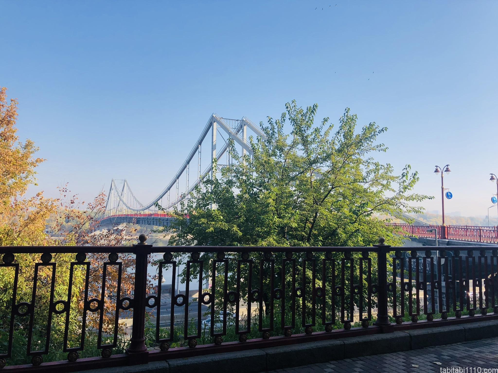キエフ|遠くから見た橋
