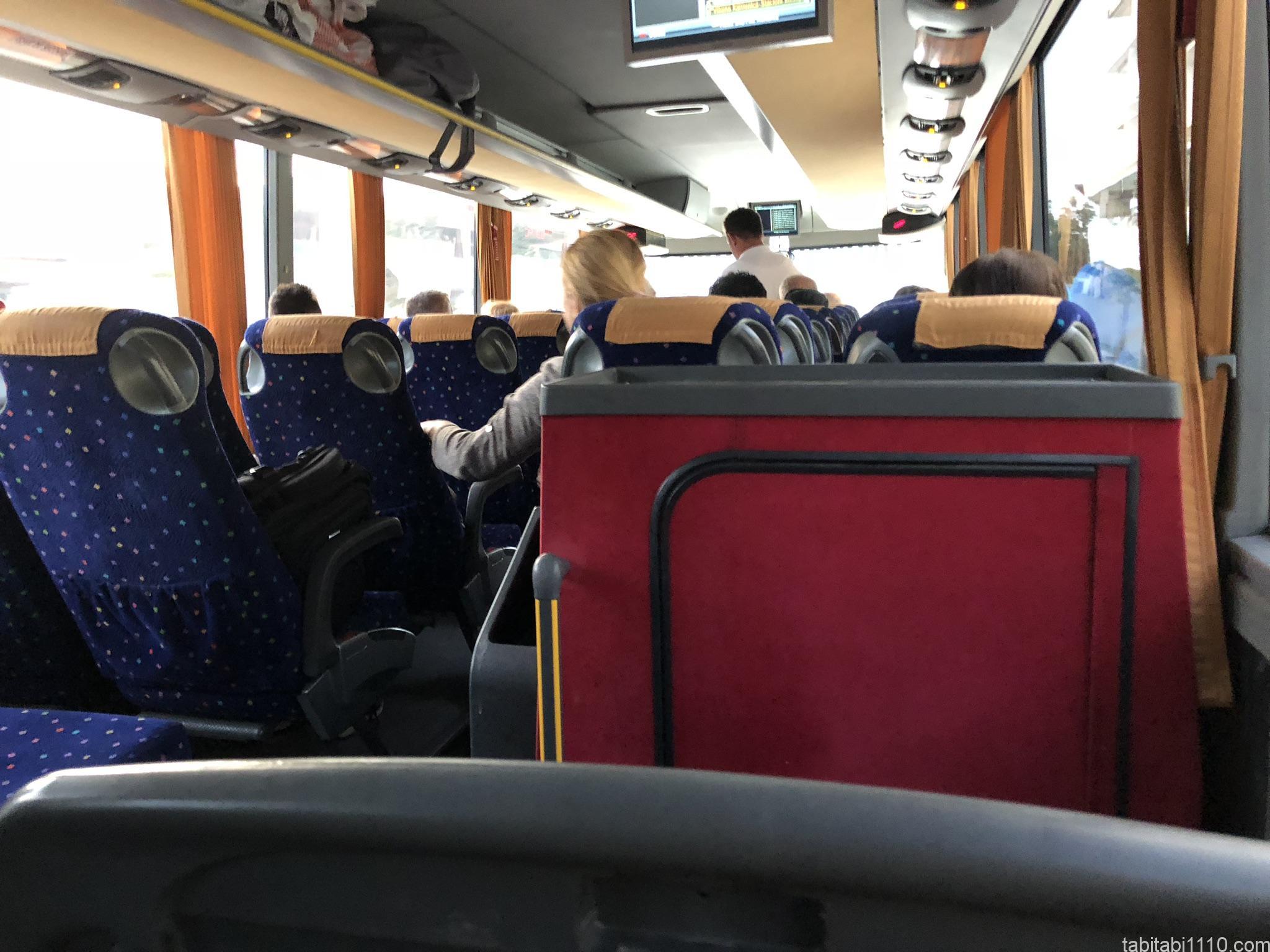 ジロカストラ→カランバカ|バス車内