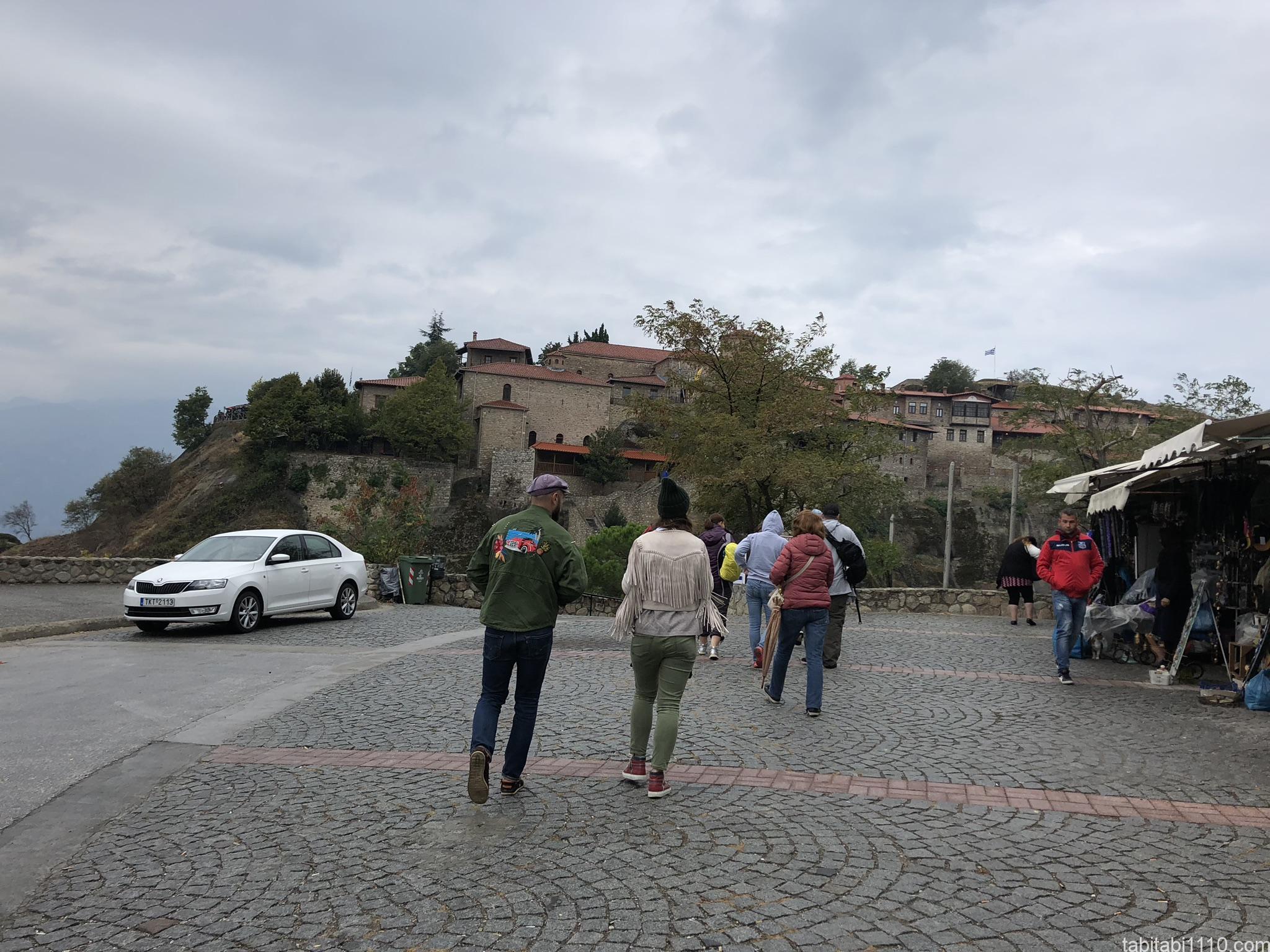 メガロ・メテオロン修道院前