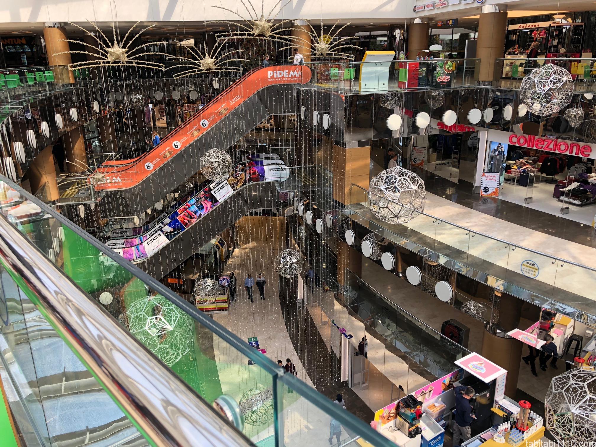 ネウシェヒルのショッピングセンター