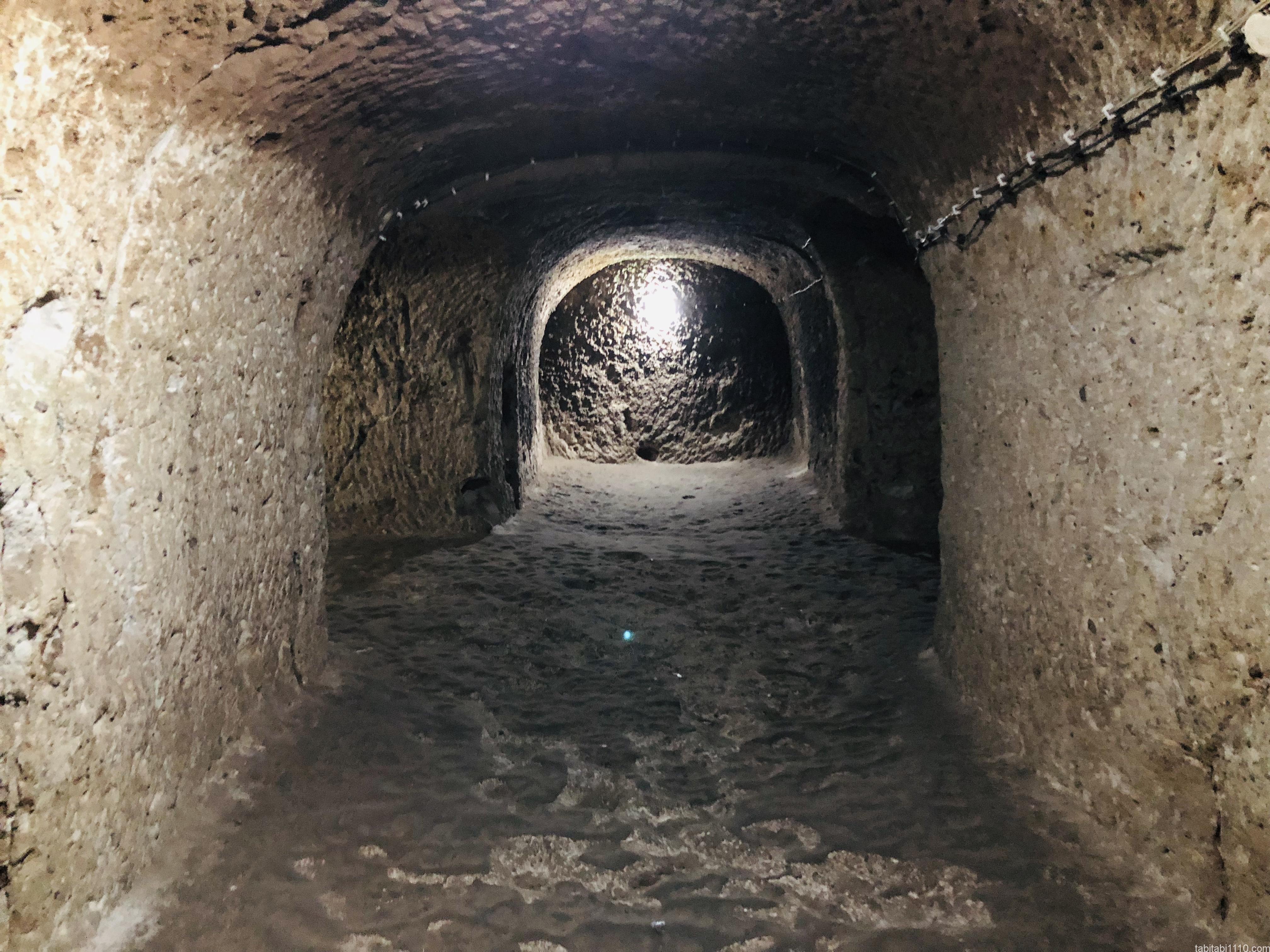 デリンクユの地下都市