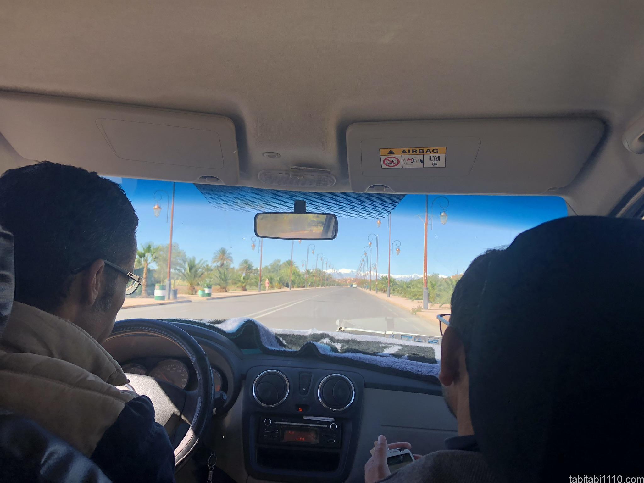 アイットベンハドゥ行きのタクシー
