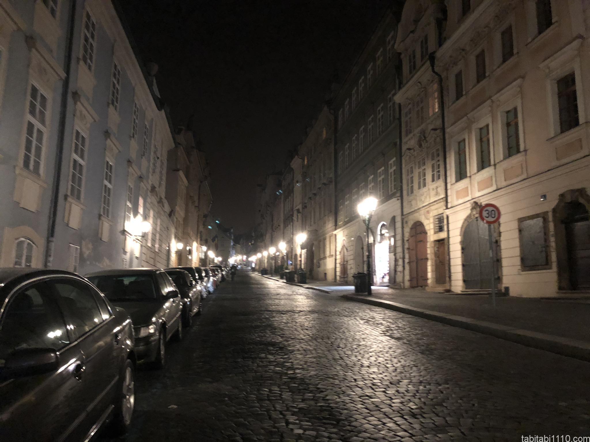プラハ夜道