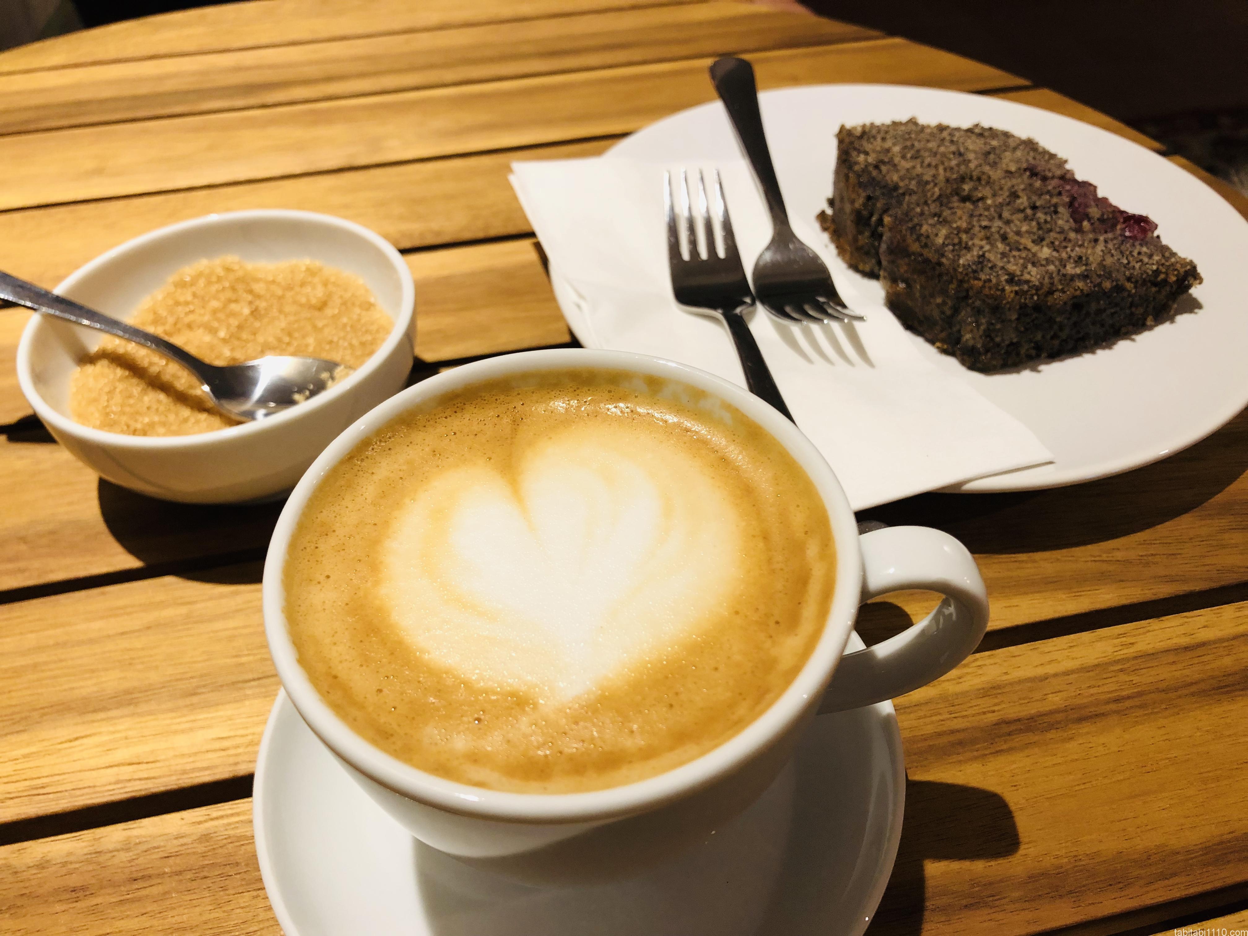 チェスキークルムロフ|カフェのラテ