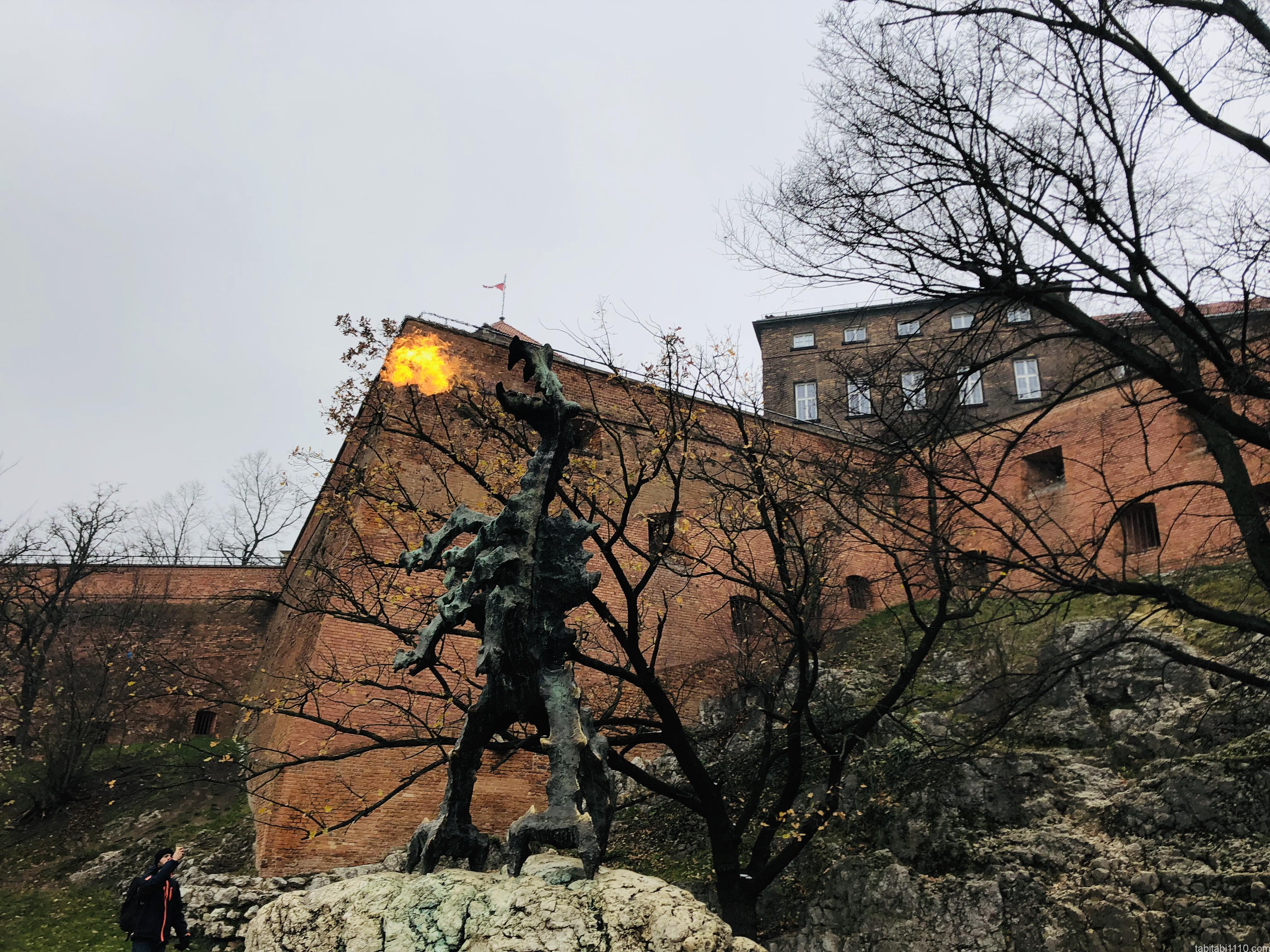 ヴァヴェル城|ドラゴン火をふく