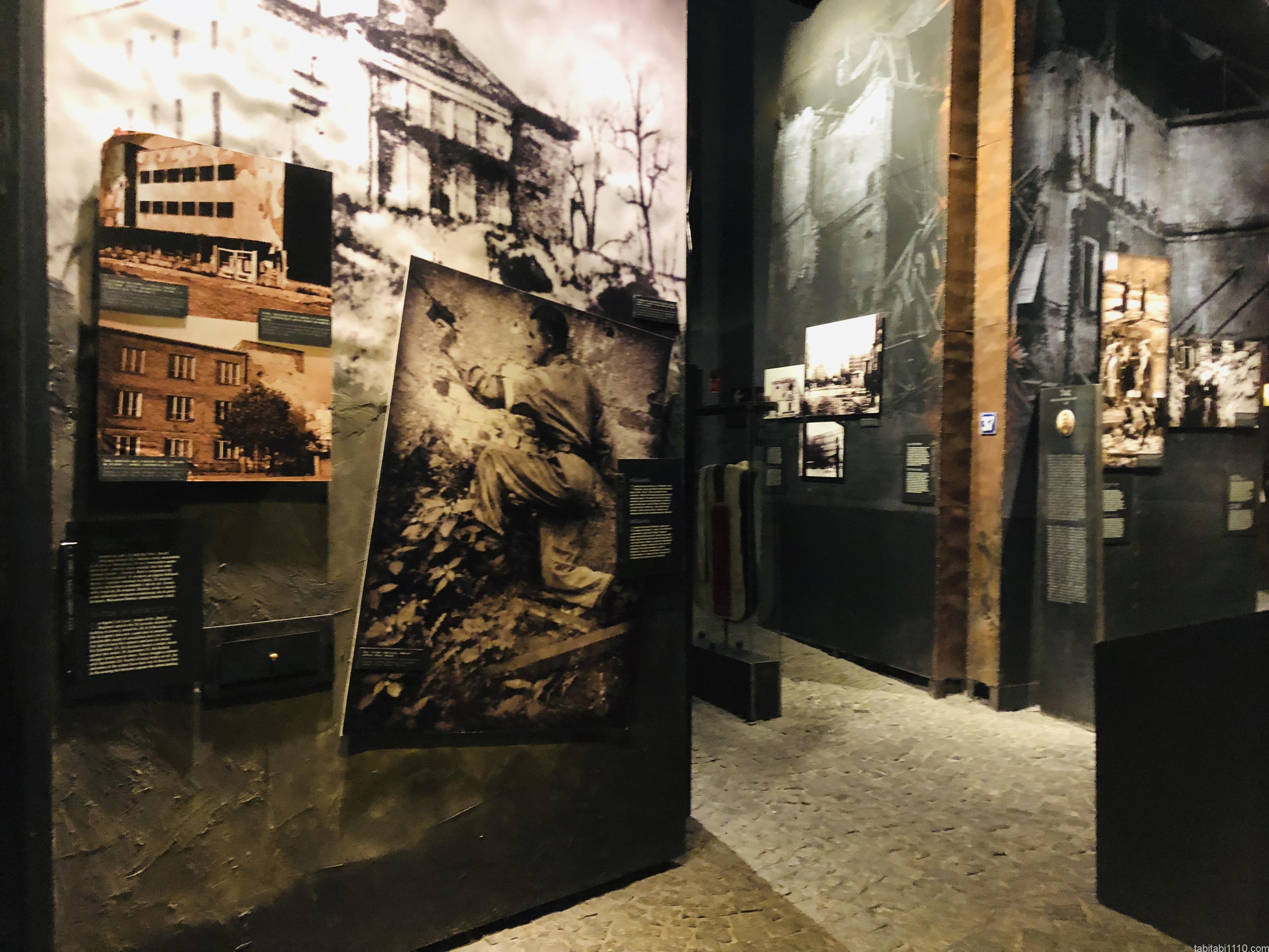 ワルシャワ蜂起博物館|展示