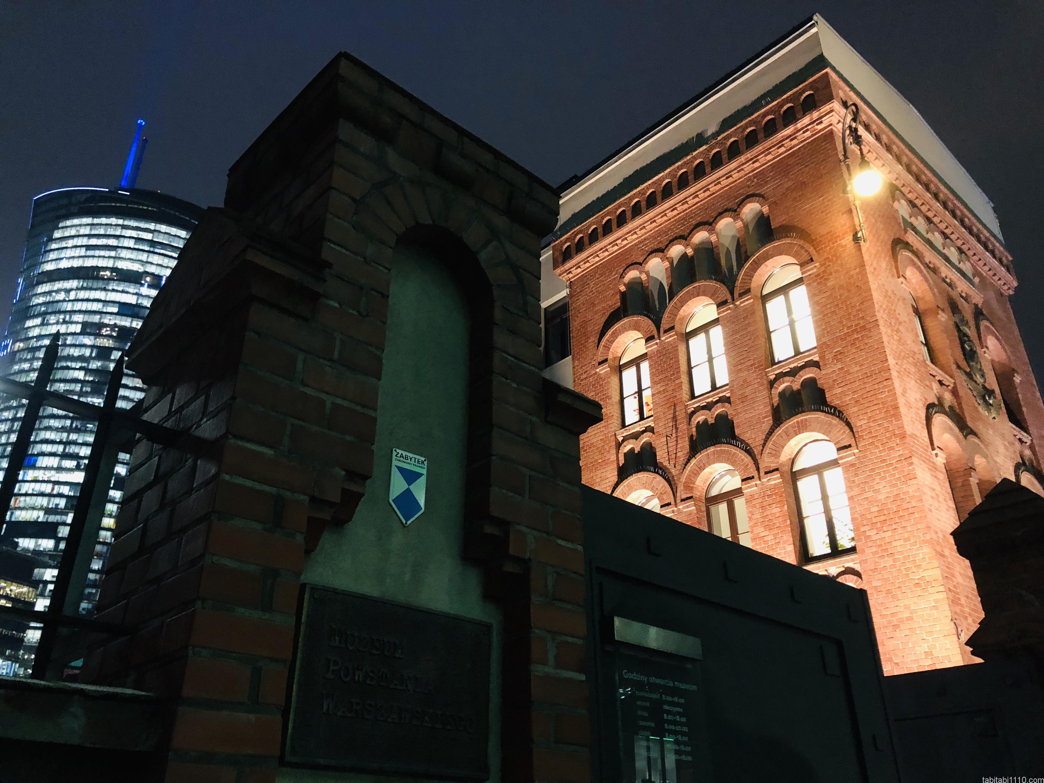 ワルシャワ蜂起博物館|外観