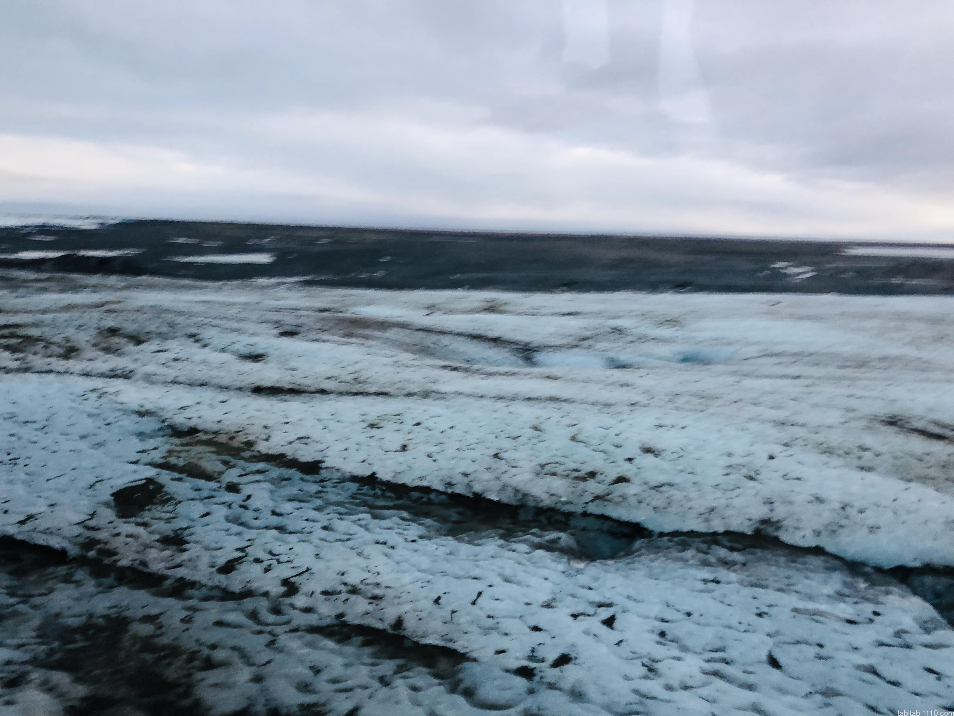 氷の洞窟ツアー|氷河の表面