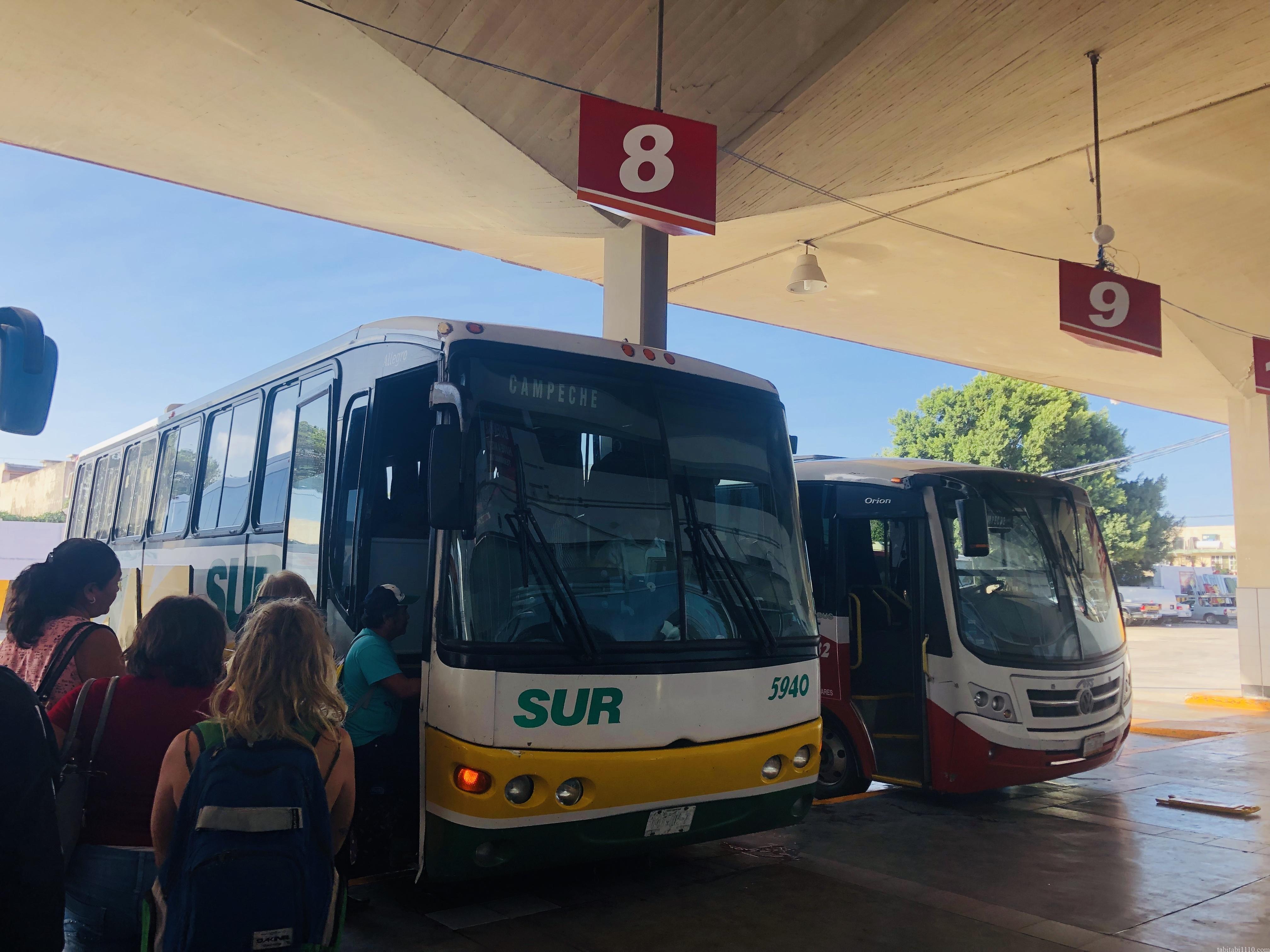 ウシュマル遺跡行きバス