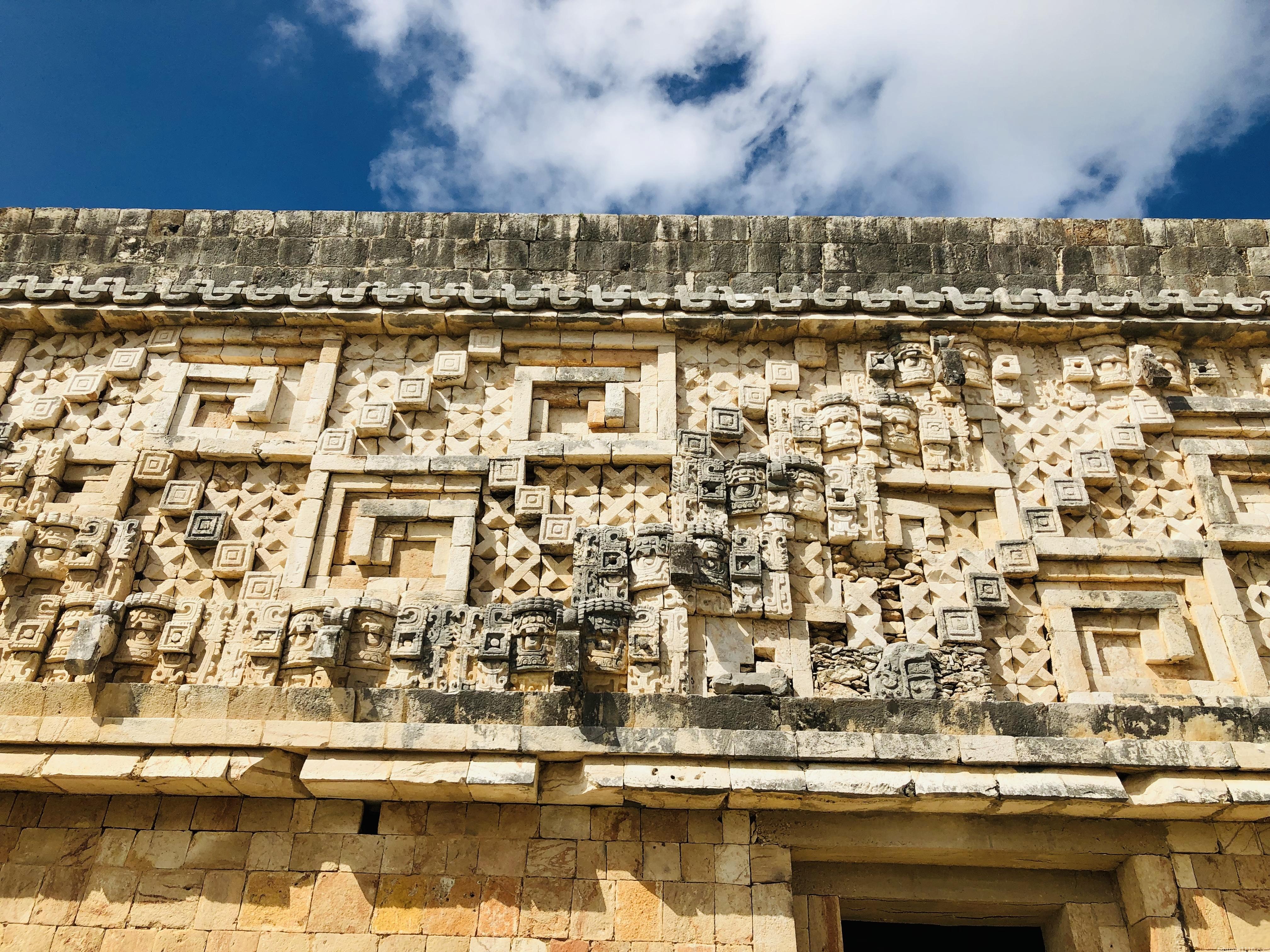 ウシュマル遺跡|総督の宮殿の装飾