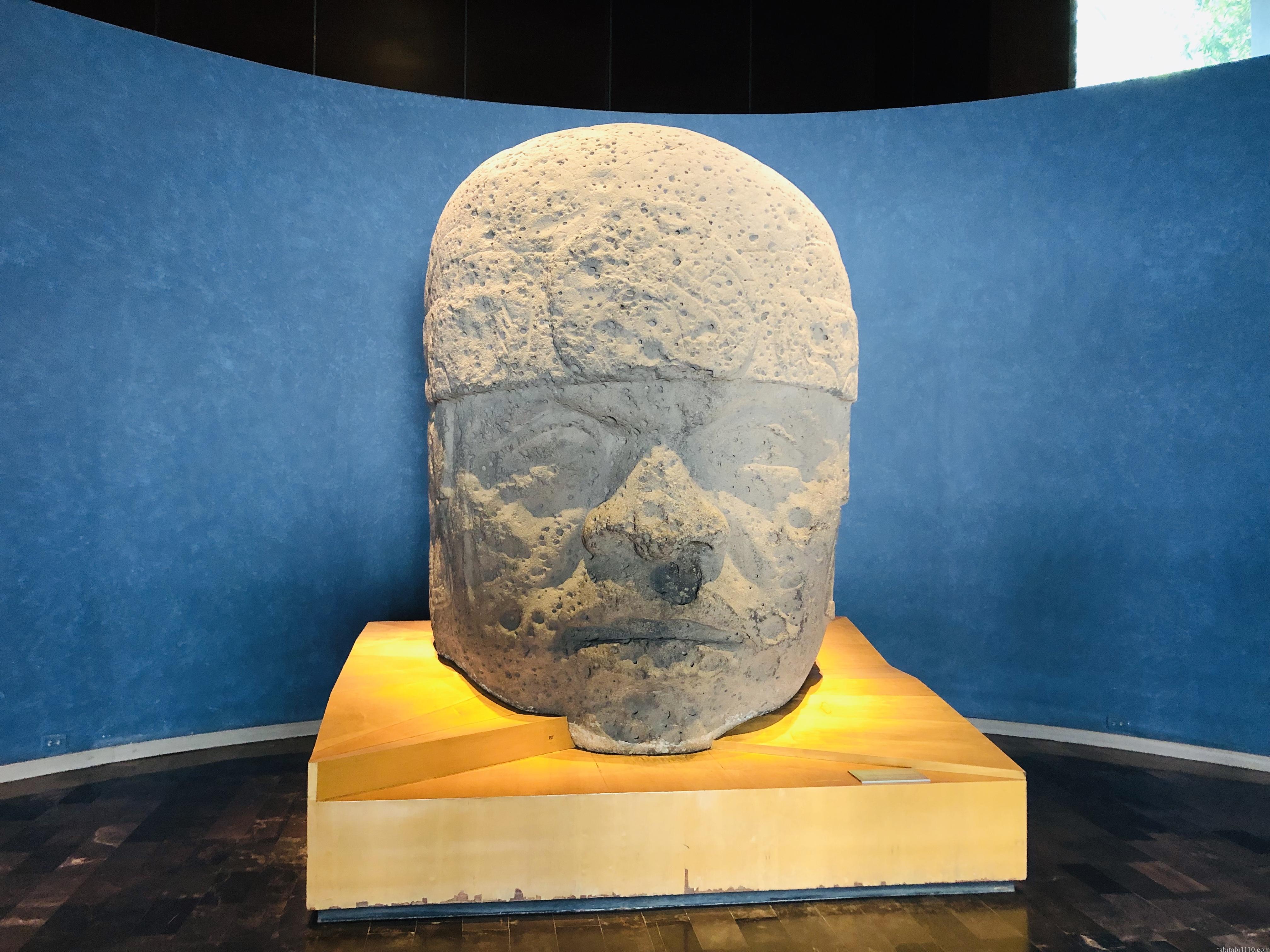 国立人類学博物館|顔でかい像