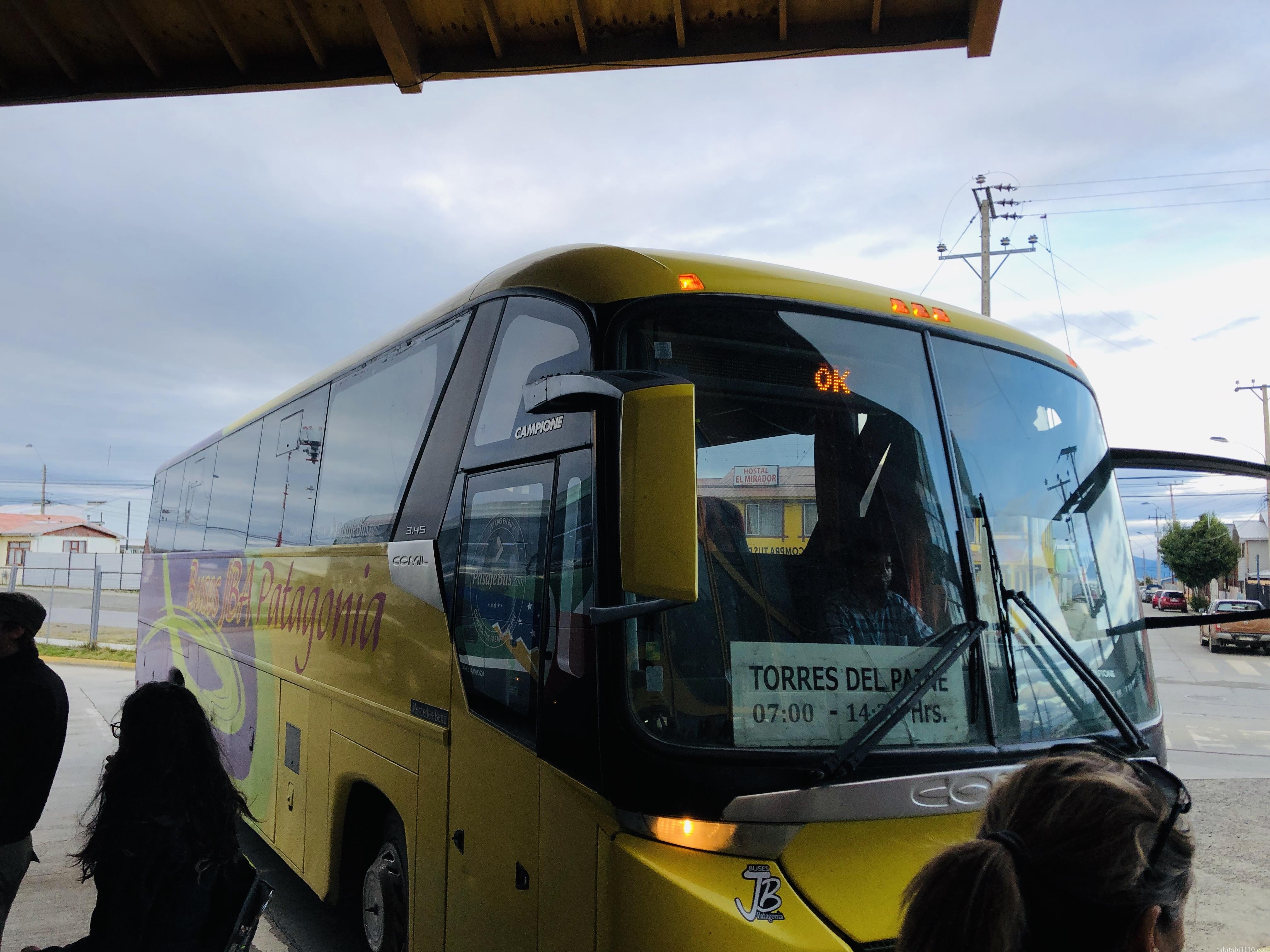 パイネ国立公園行きバス