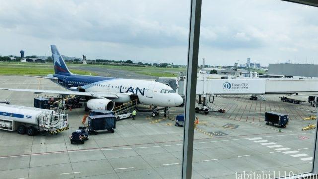 ガラパゴス諸島行きの飛行機