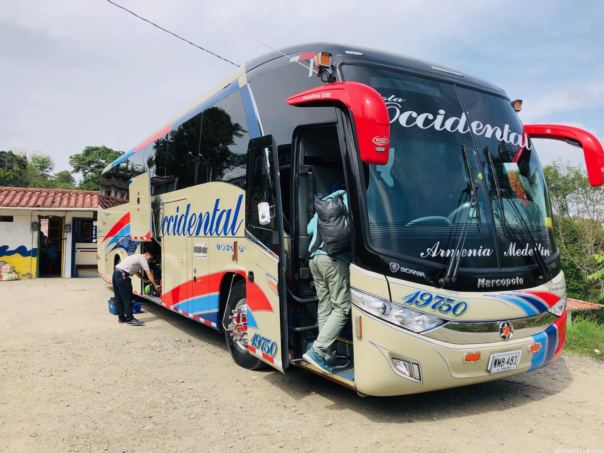 サレント メデジン バス