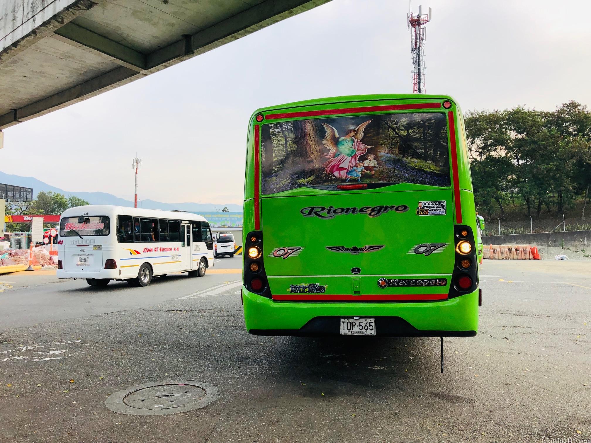メデジン 空港 バス